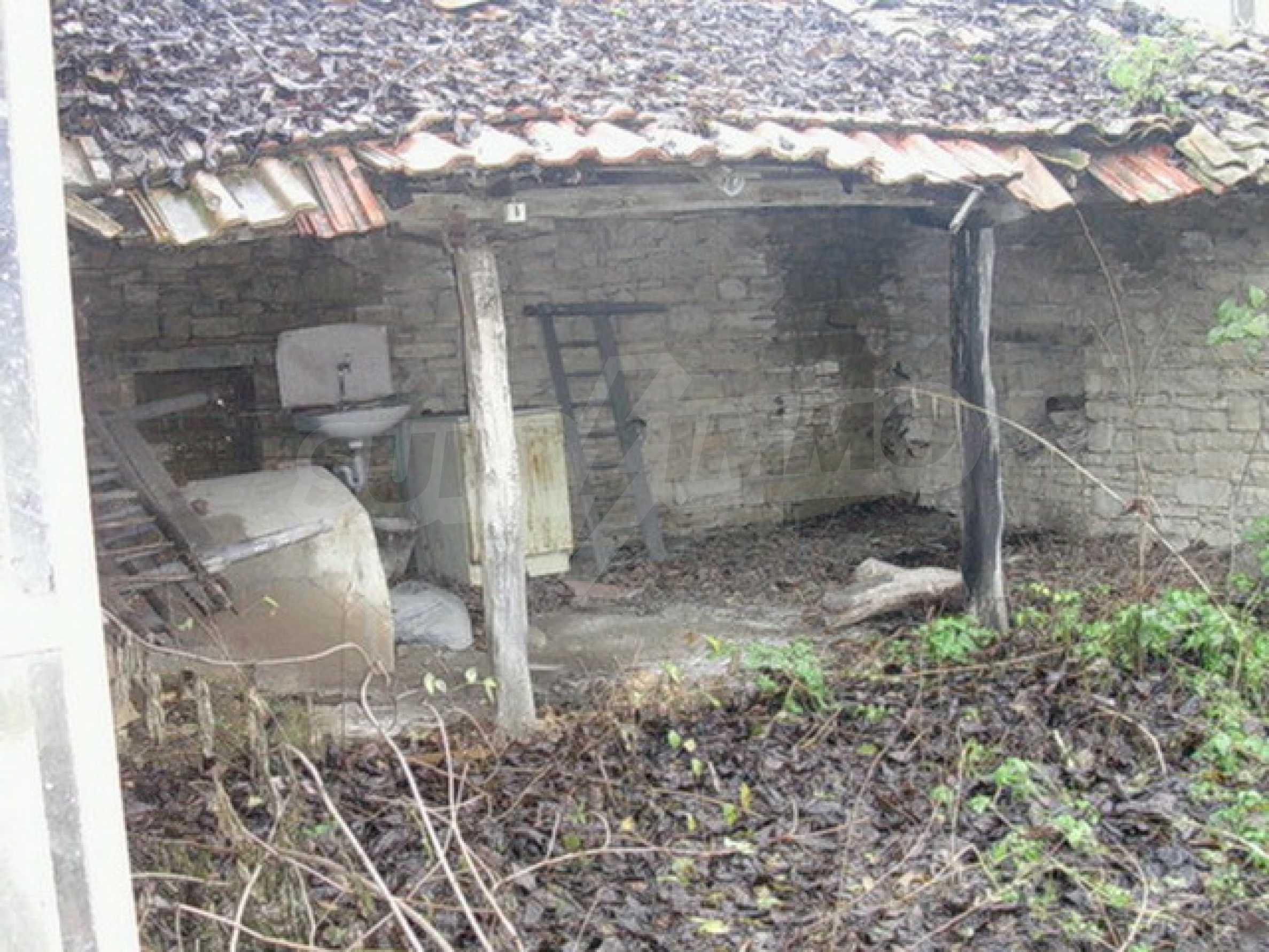 Двуетажна къща в развито село на 37 км от Велико Търново 7