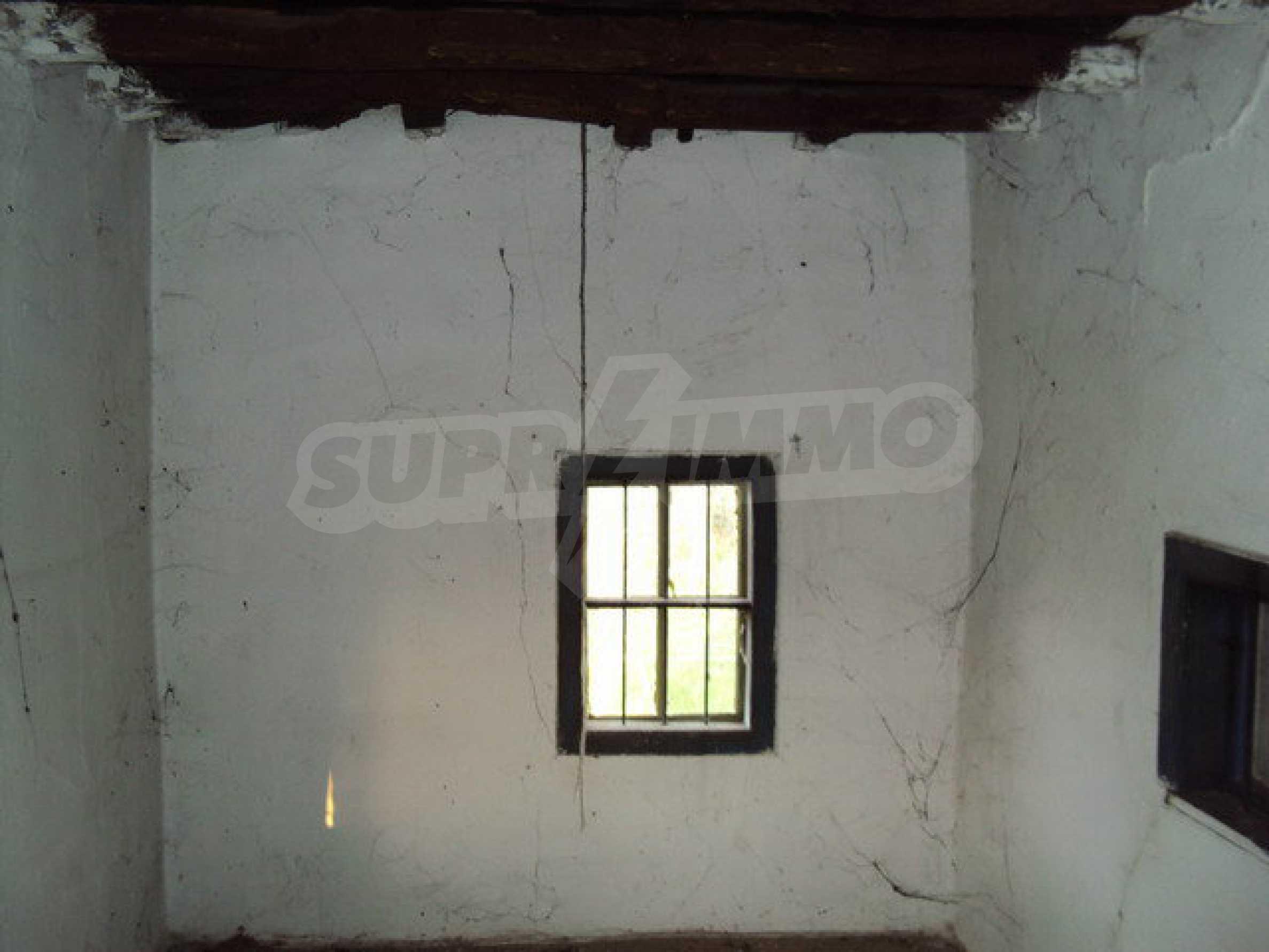 Дом с просторным садом в красивой и хорошо развитой деревне в 30 км. от Велико Тырново 12