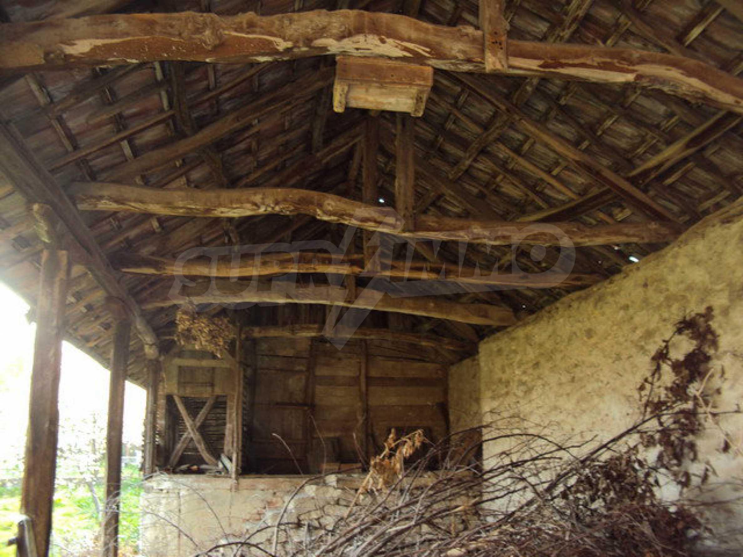 Дом с просторным садом в красивой и хорошо развитой деревне в 30 км. от Велико Тырново 18