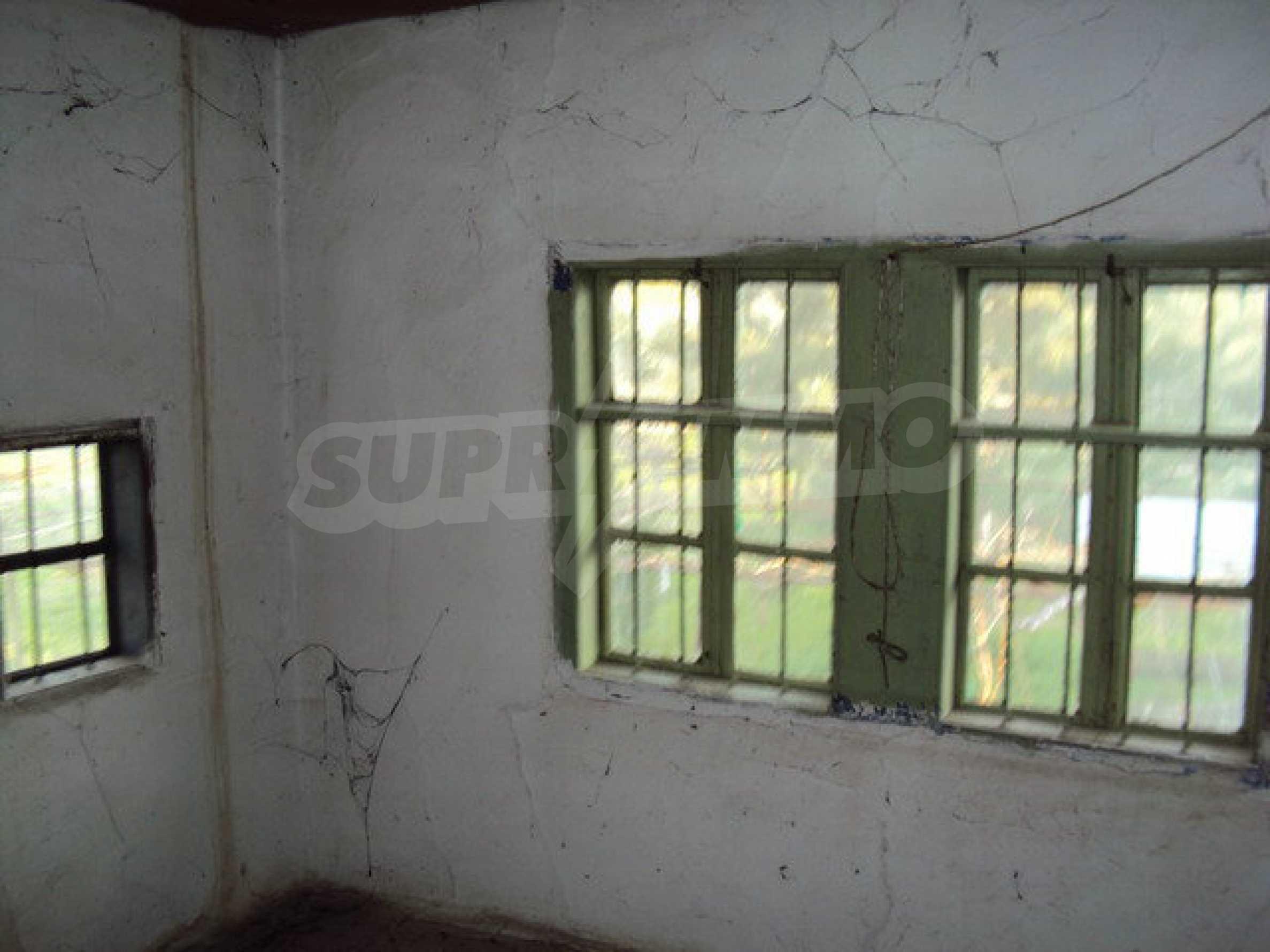 Дом с просторным садом в красивой и хорошо развитой деревне в 30 км. от Велико Тырново 3
