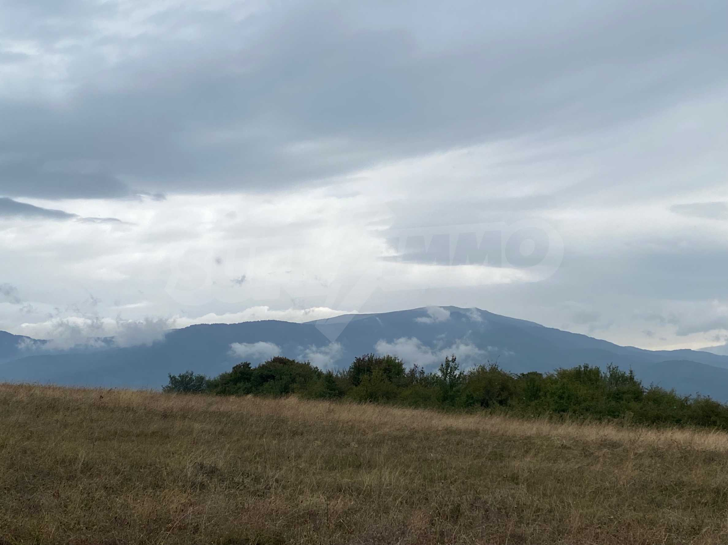 Plot of land with permission for construction of a modern house in the village of Golemo Buchino 9
