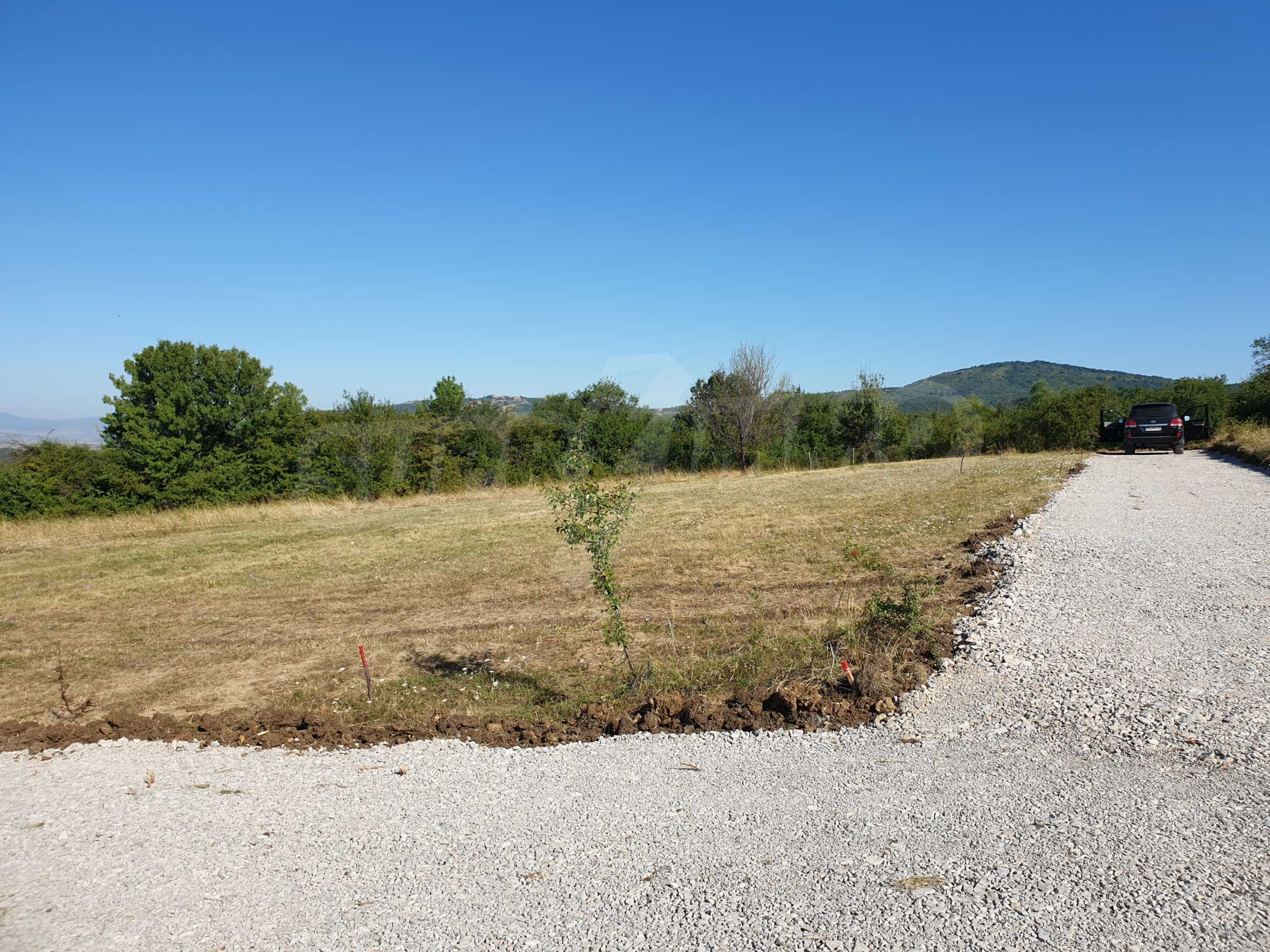 Plot of land with permission for construction of a modern house in the village of Golemo Buchino 3