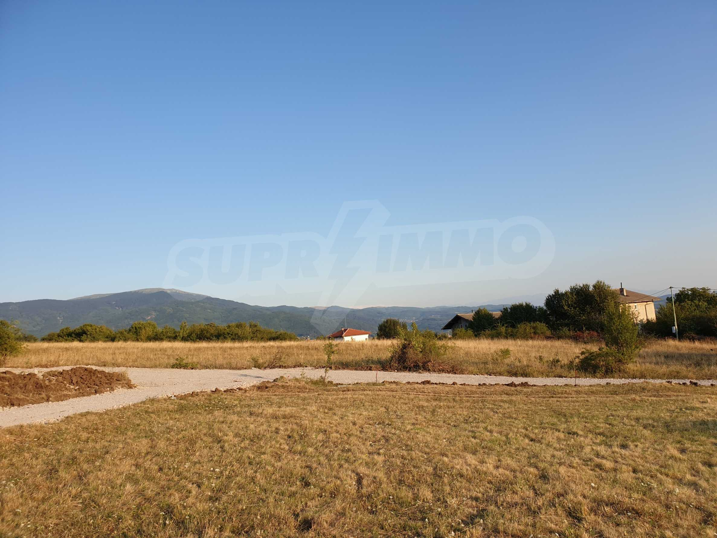 Plot of land with permission for construction of a modern house in the village of Golemo Buchino 4
