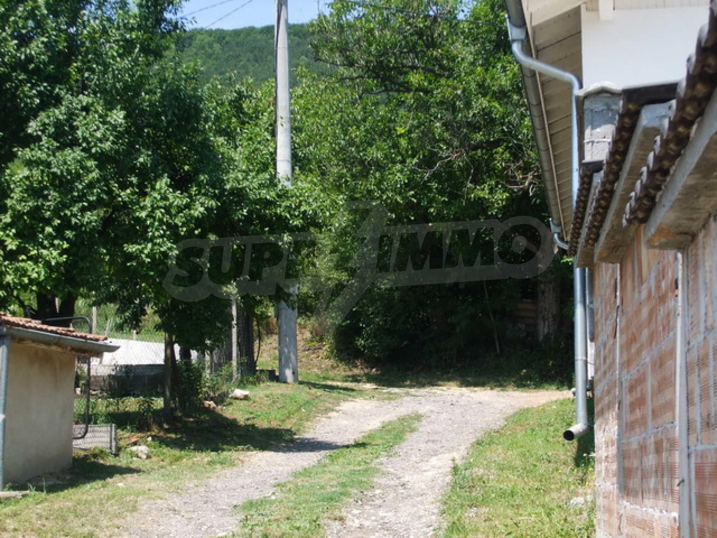 Новопостроена къща във вилната зона на град Севлиево 11