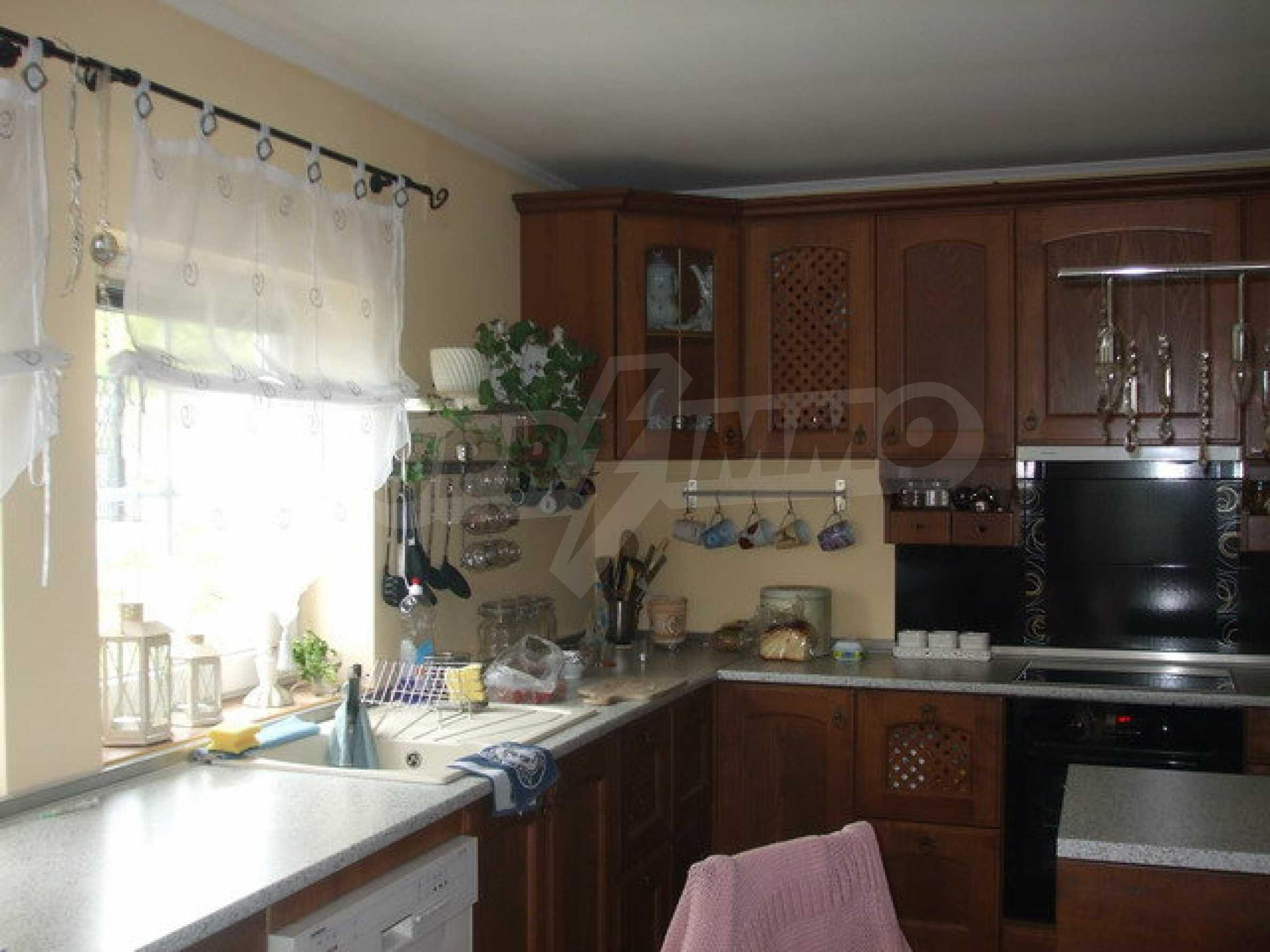 Новопостроена къща във вилната зона на град Севлиево 7
