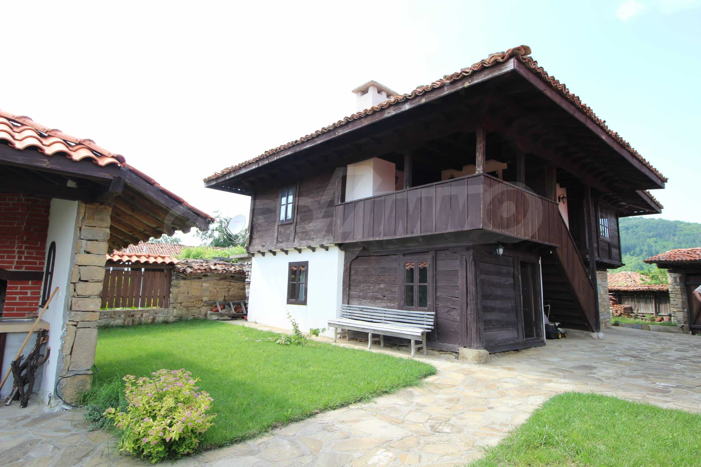 Реновирана Възрожденска къща с двор само на 9 км от град Елена  14