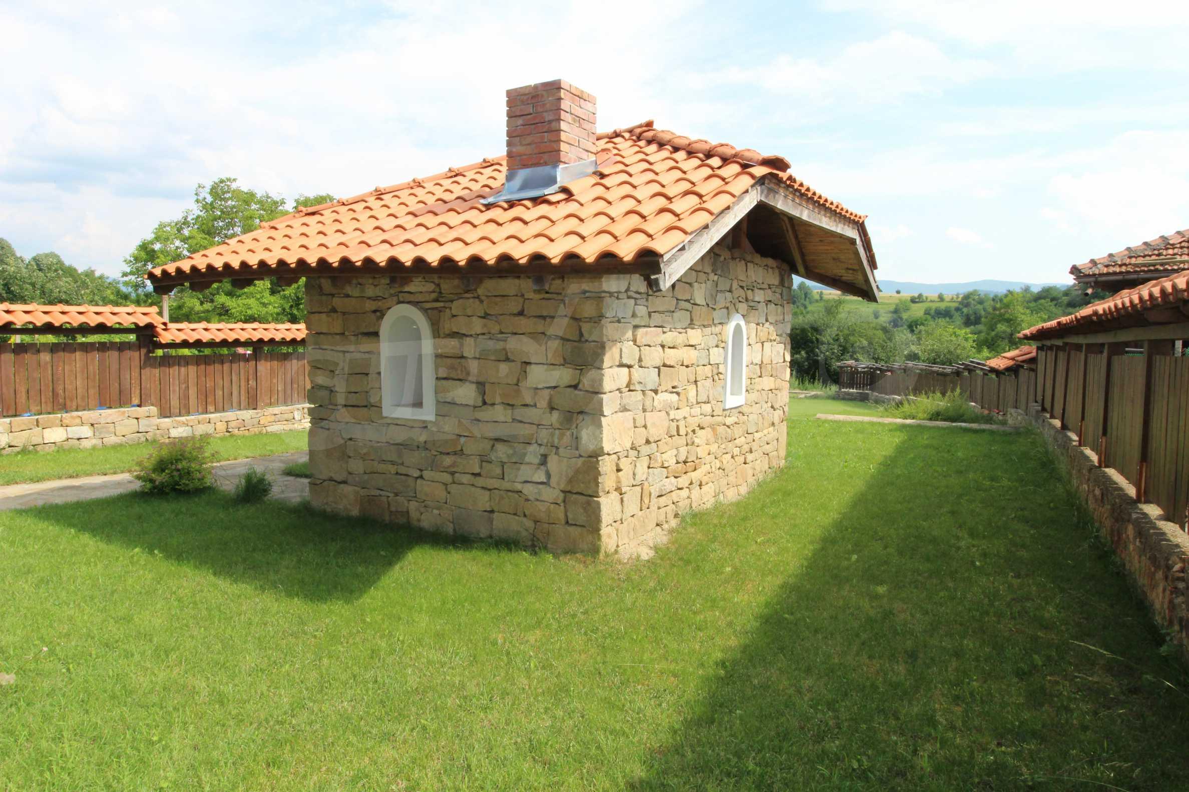 Реновирана Възрожденска къща с двор само на 9 км от град Елена  15