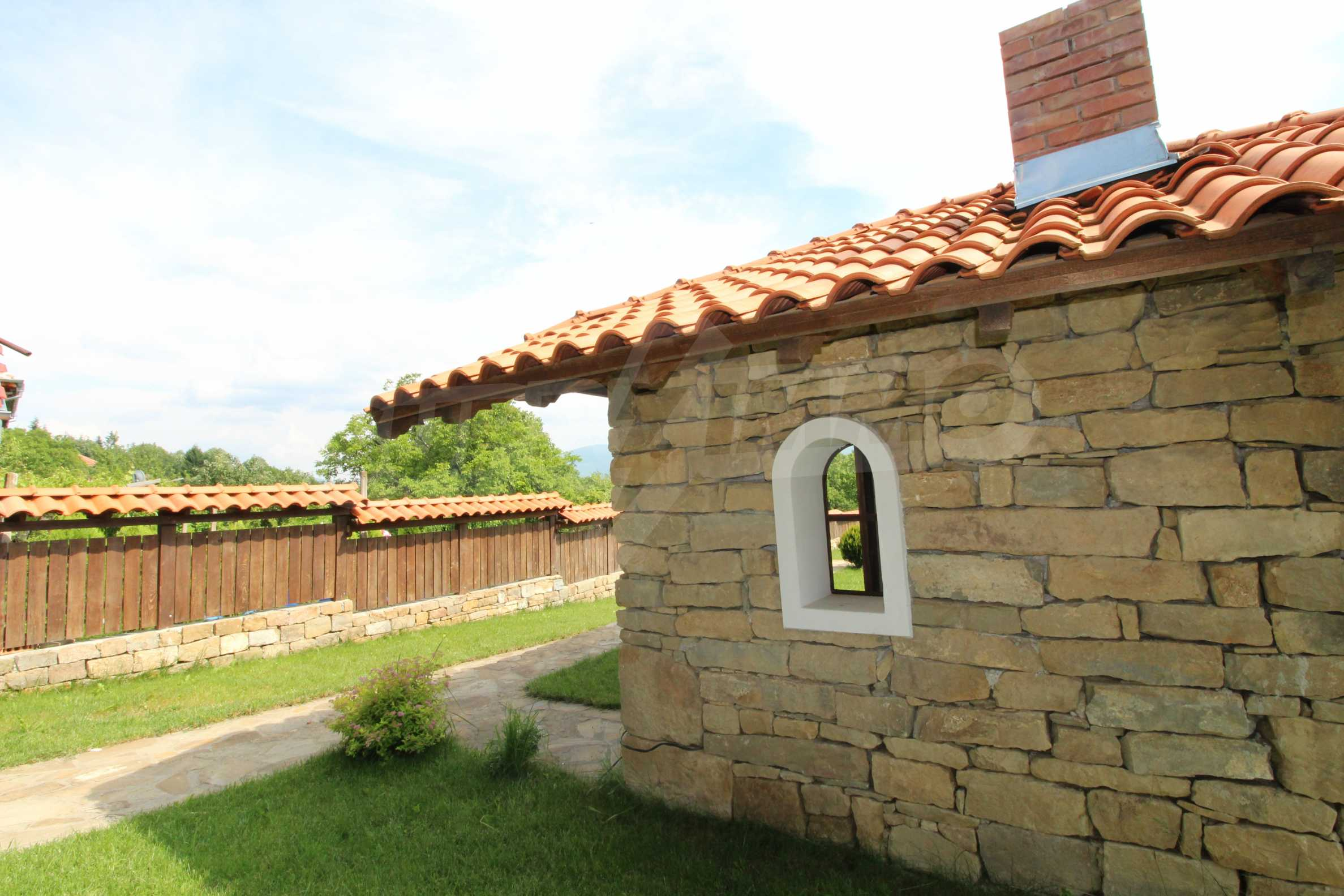 Реновирана Възрожденска къща с двор само на 9 км от град Елена  16