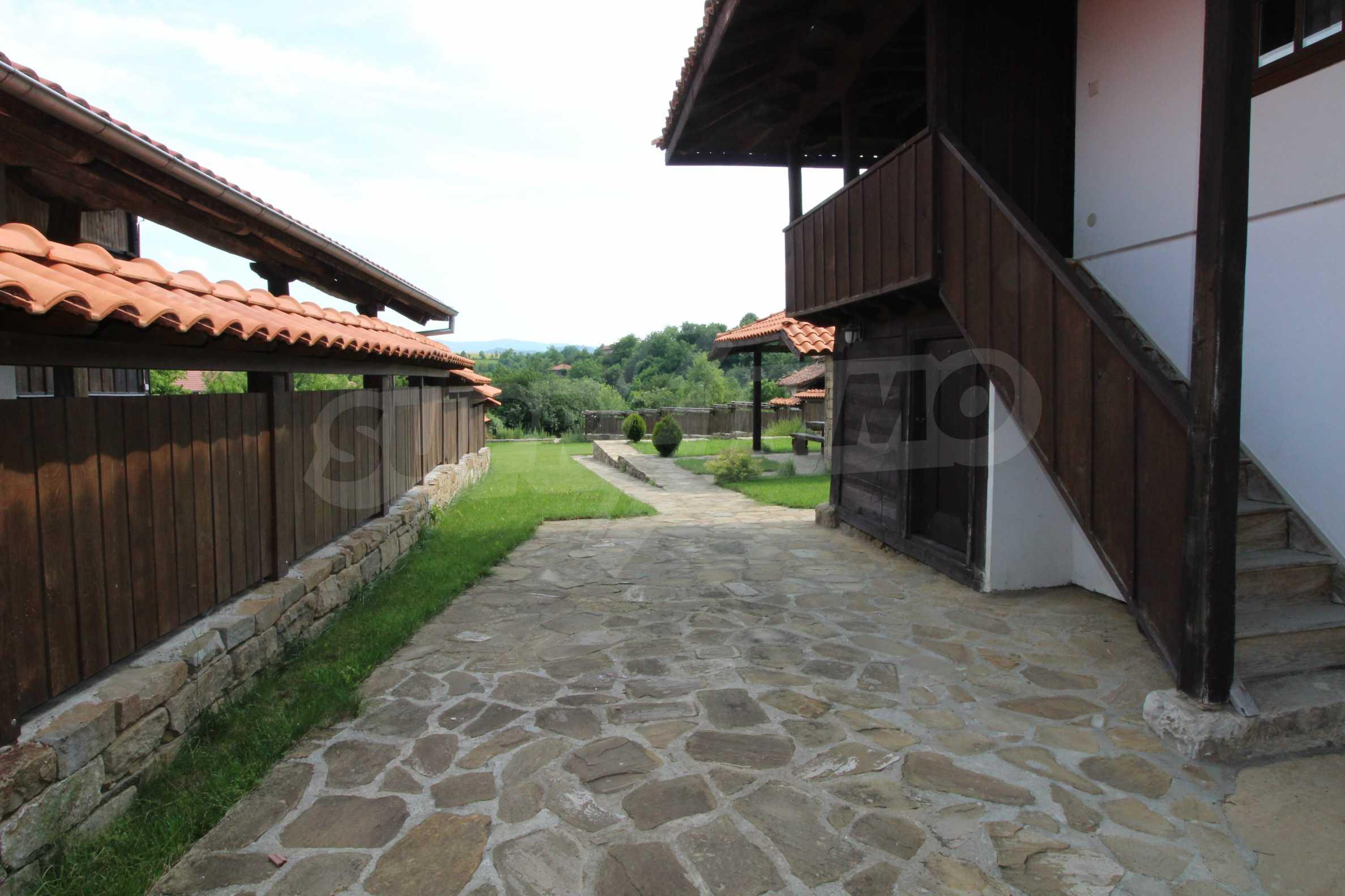 Реновирана Възрожденска къща с двор само на 9 км от град Елена  1