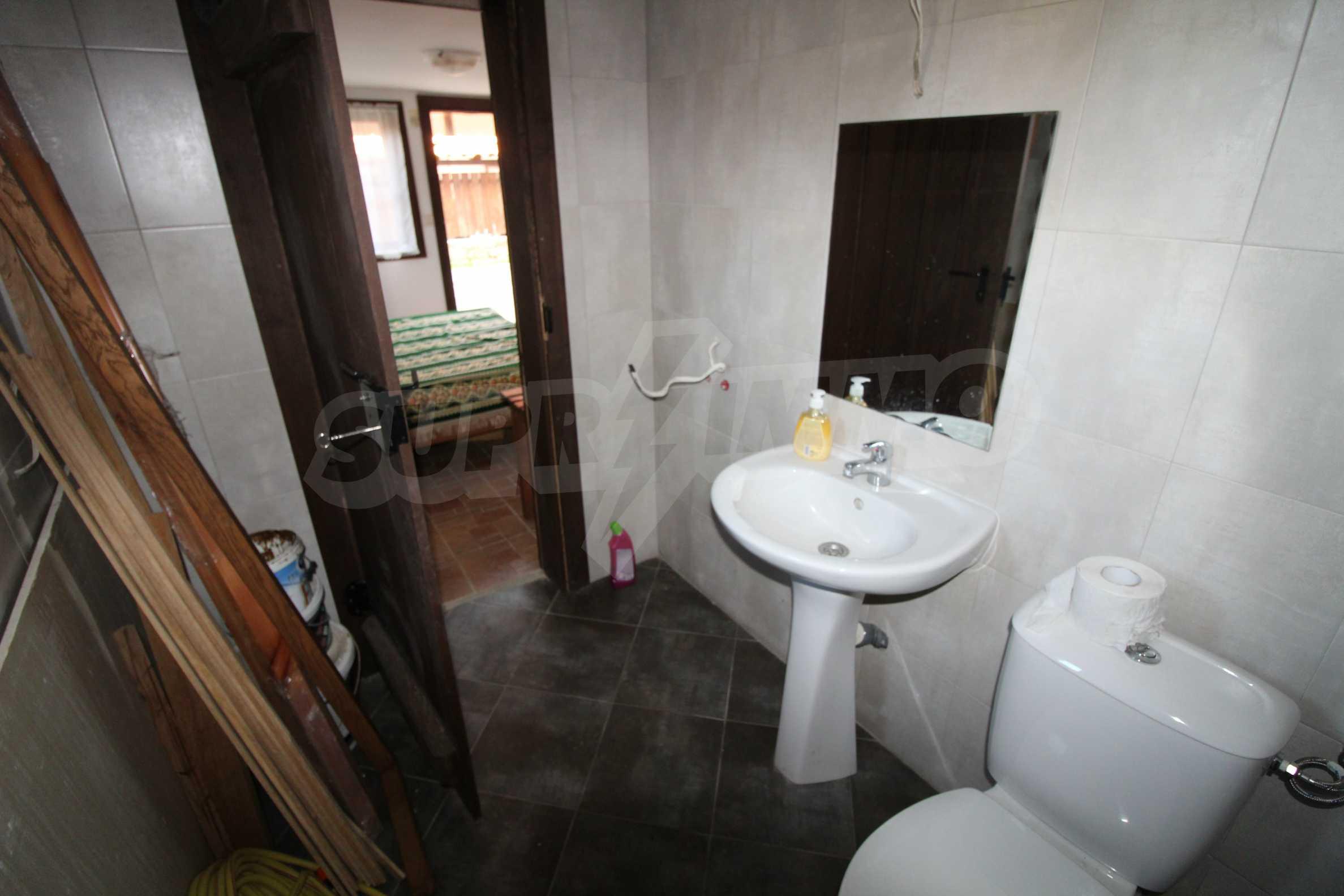 Реновирана Възрожденска къща с двор само на 9 км от град Елена  24