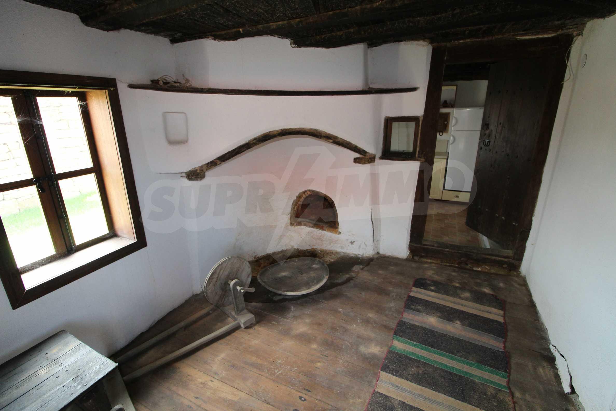 Реновирана Възрожденска къща с двор само на 9 км от град Елена  25