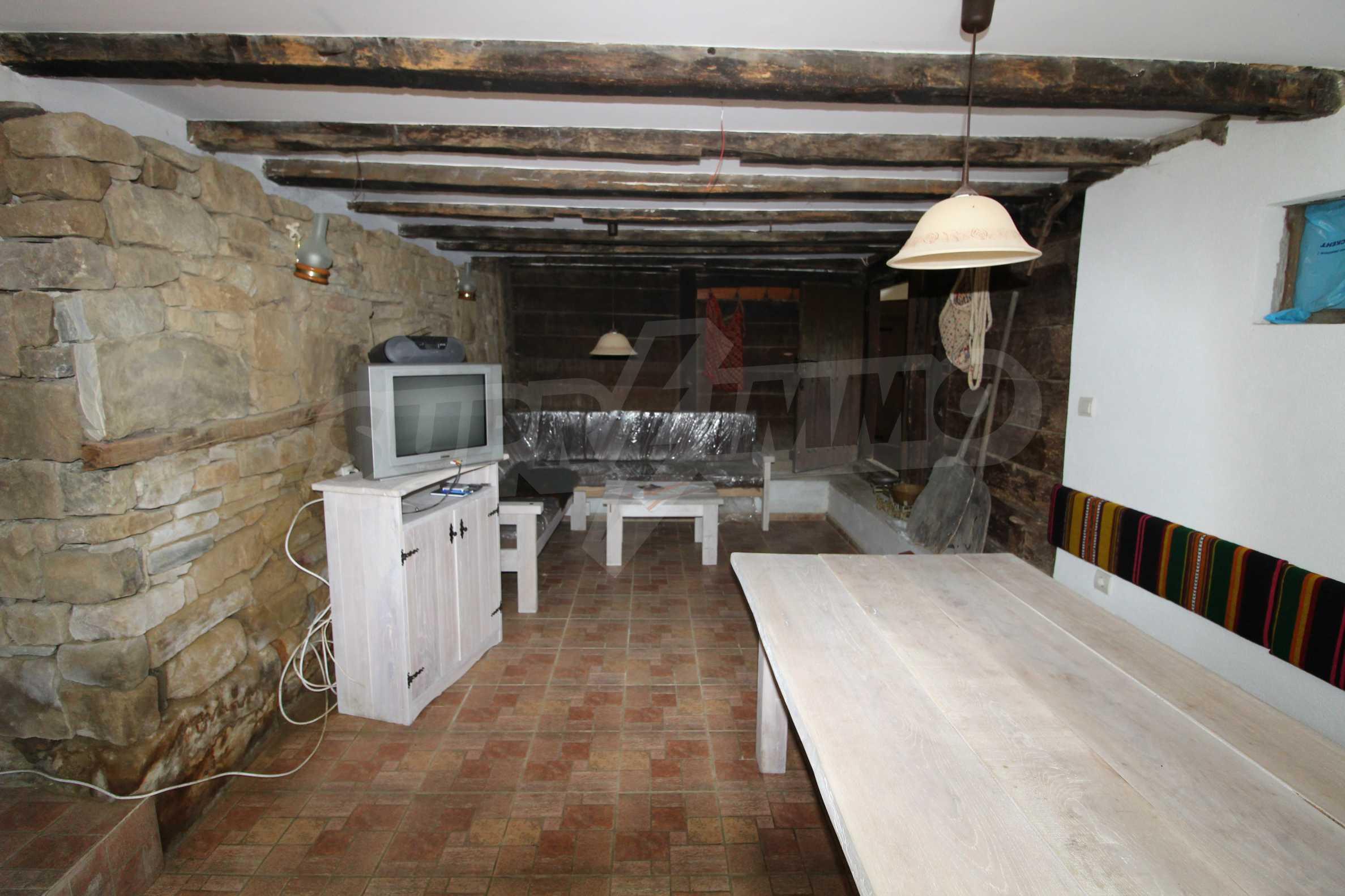 Реновирана Възрожденска къща с двор само на 9 км от град Елена  29