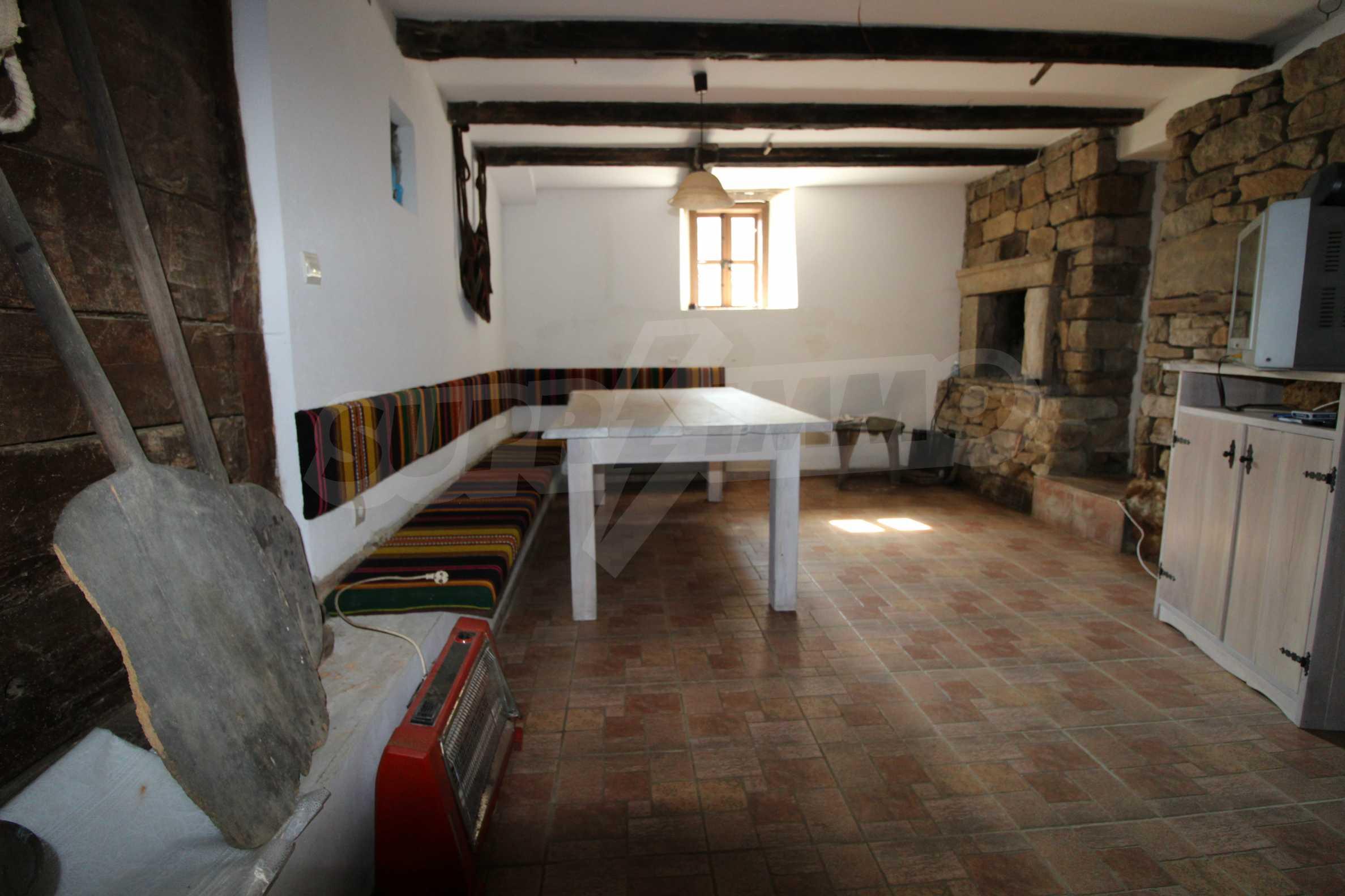 Реновирана Възрожденска къща с двор само на 9 км от град Елена  31