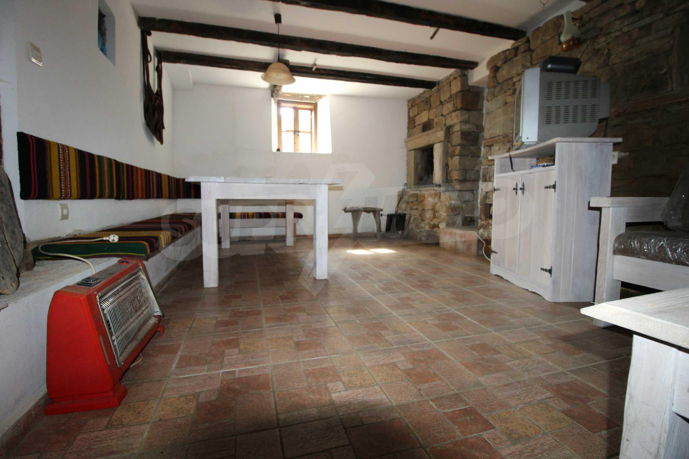 Реновирана Възрожденска къща с двор само на 9 км от град Елена  37