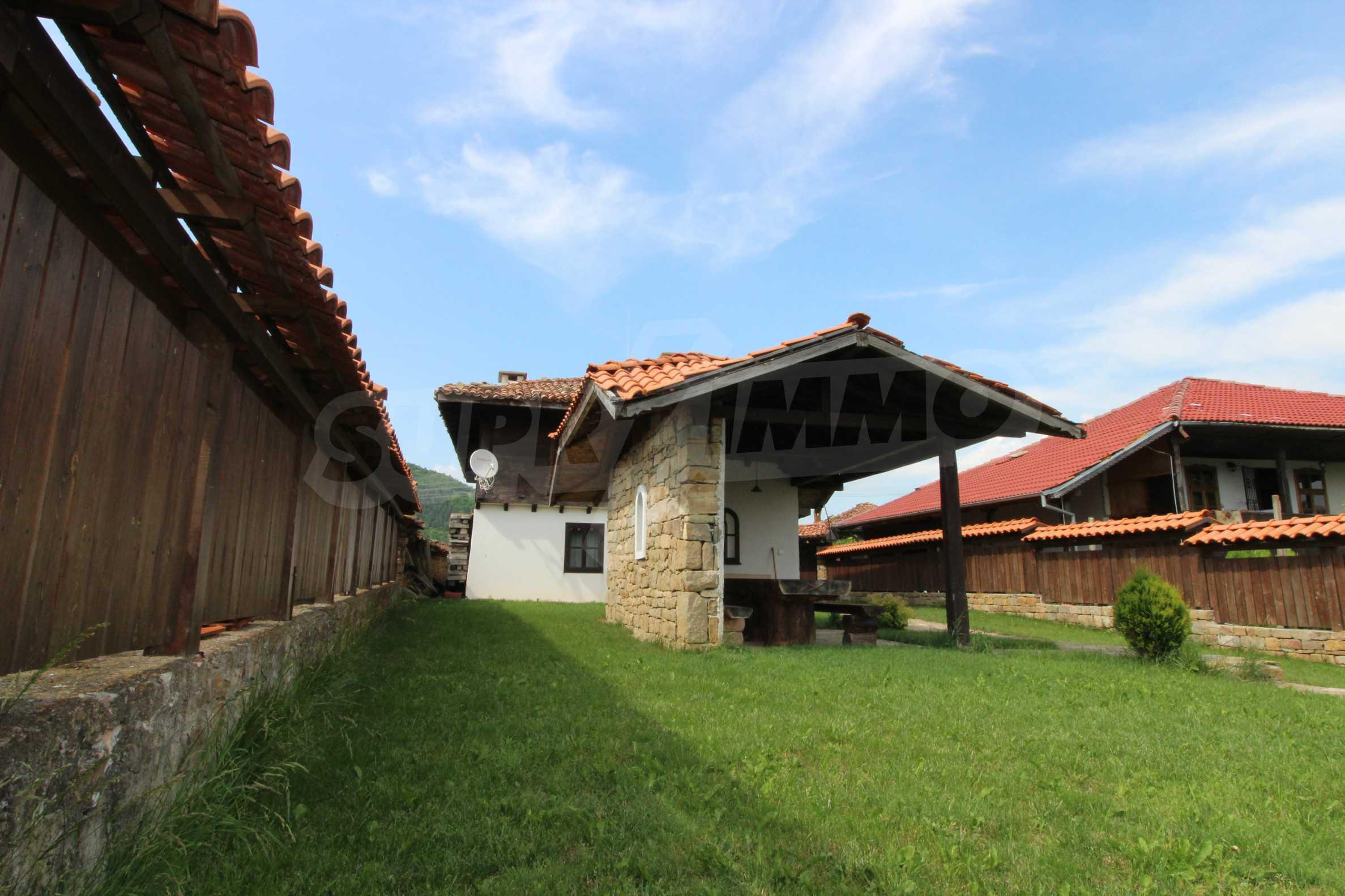 Реновирана Възрожденска къща с двор само на 9 км от град Елена  3