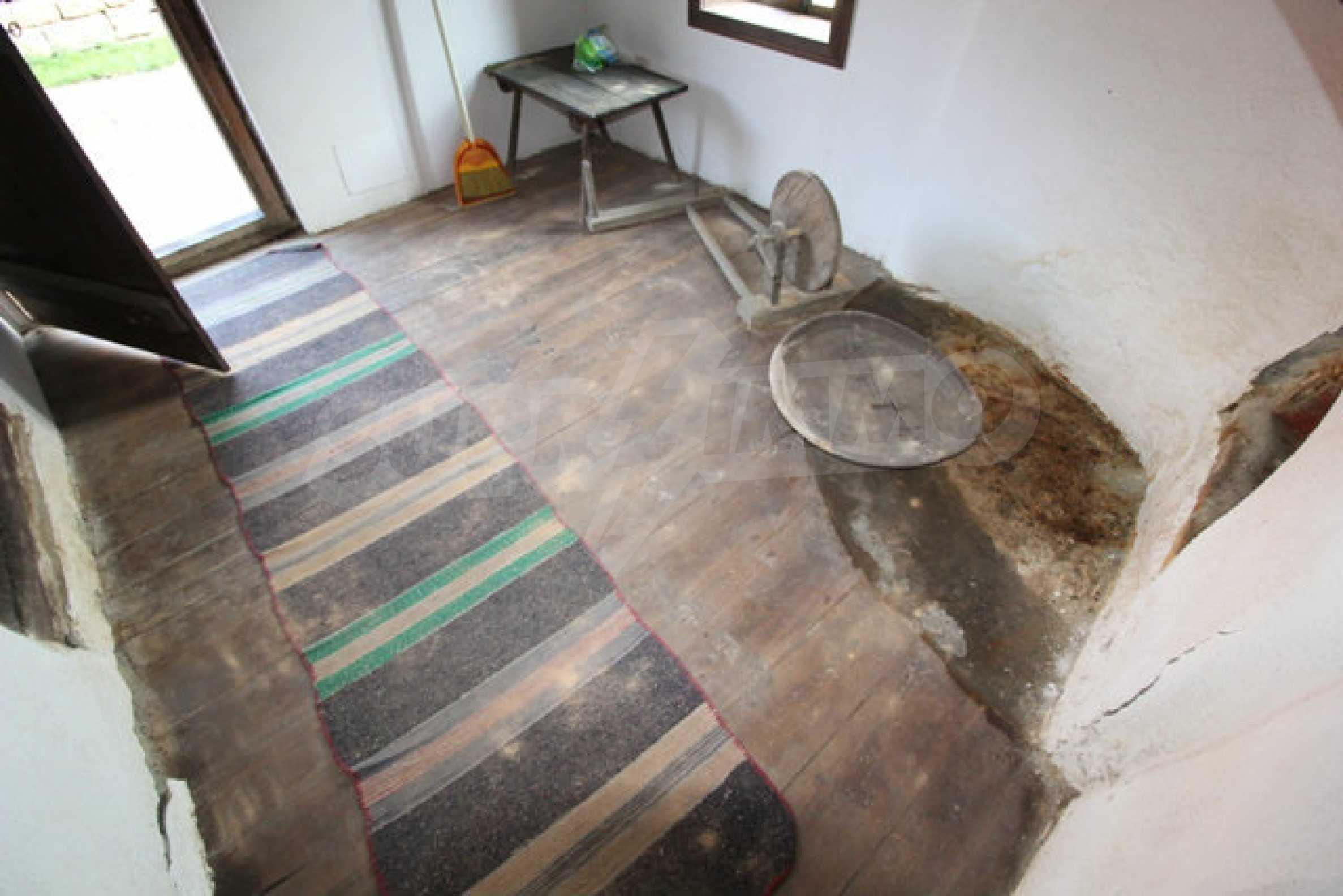 Реновирана Възрожденска къща с двор само на 9 км от град Елена  44