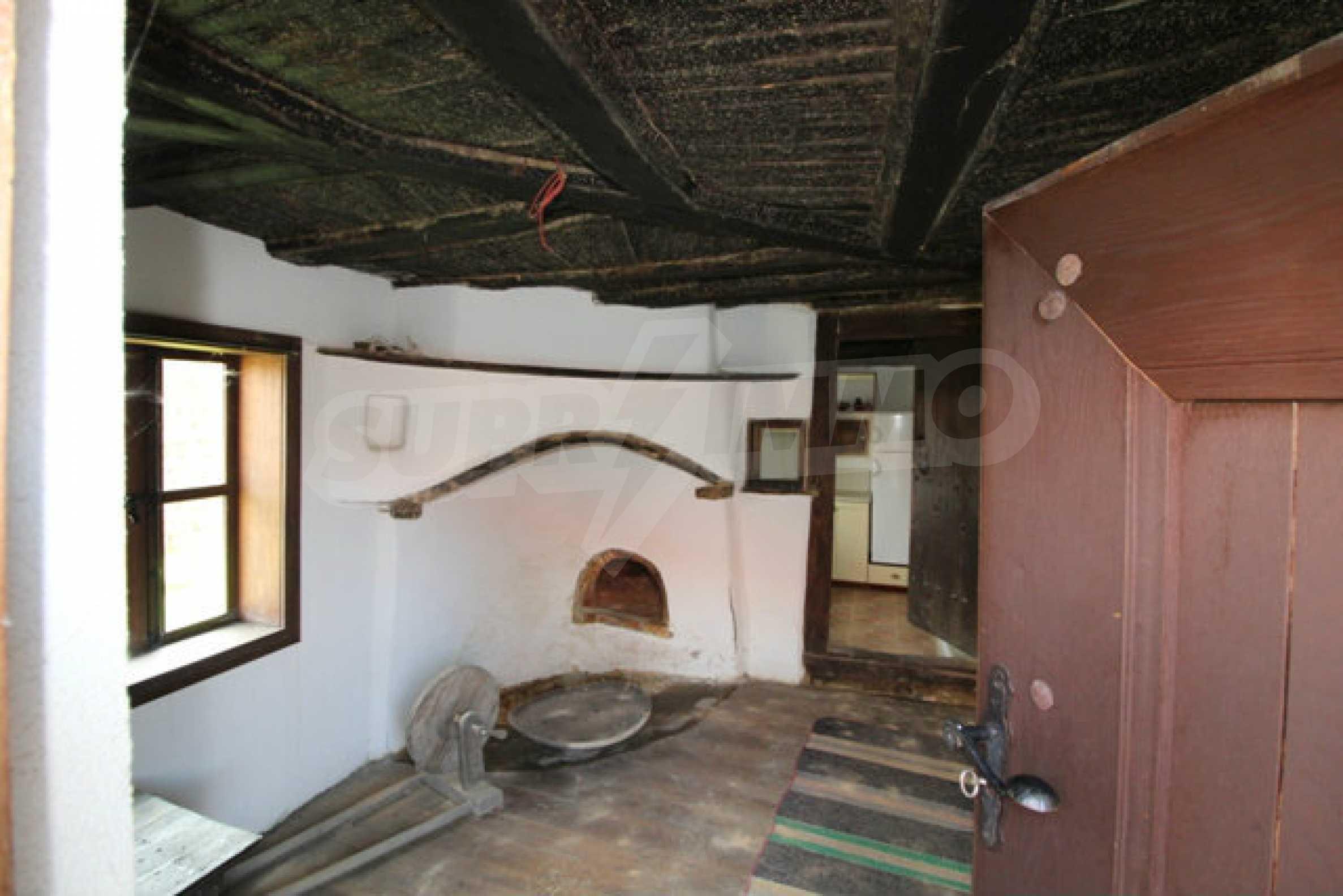 Реновирана Възрожденска къща с двор само на 9 км от град Елена  45