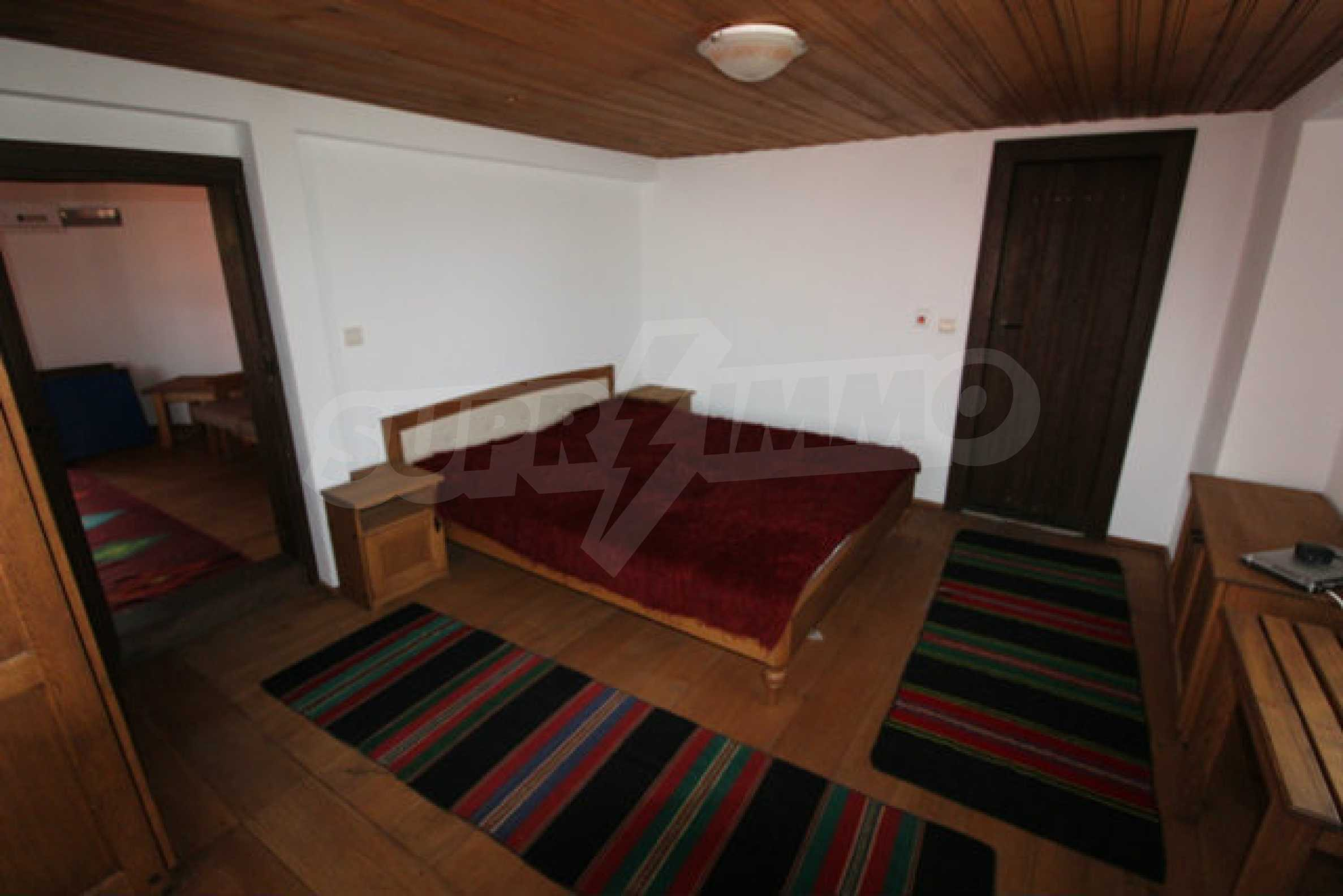 Реновирана Възрожденска къща с двор само на 9 км от град Елена  52