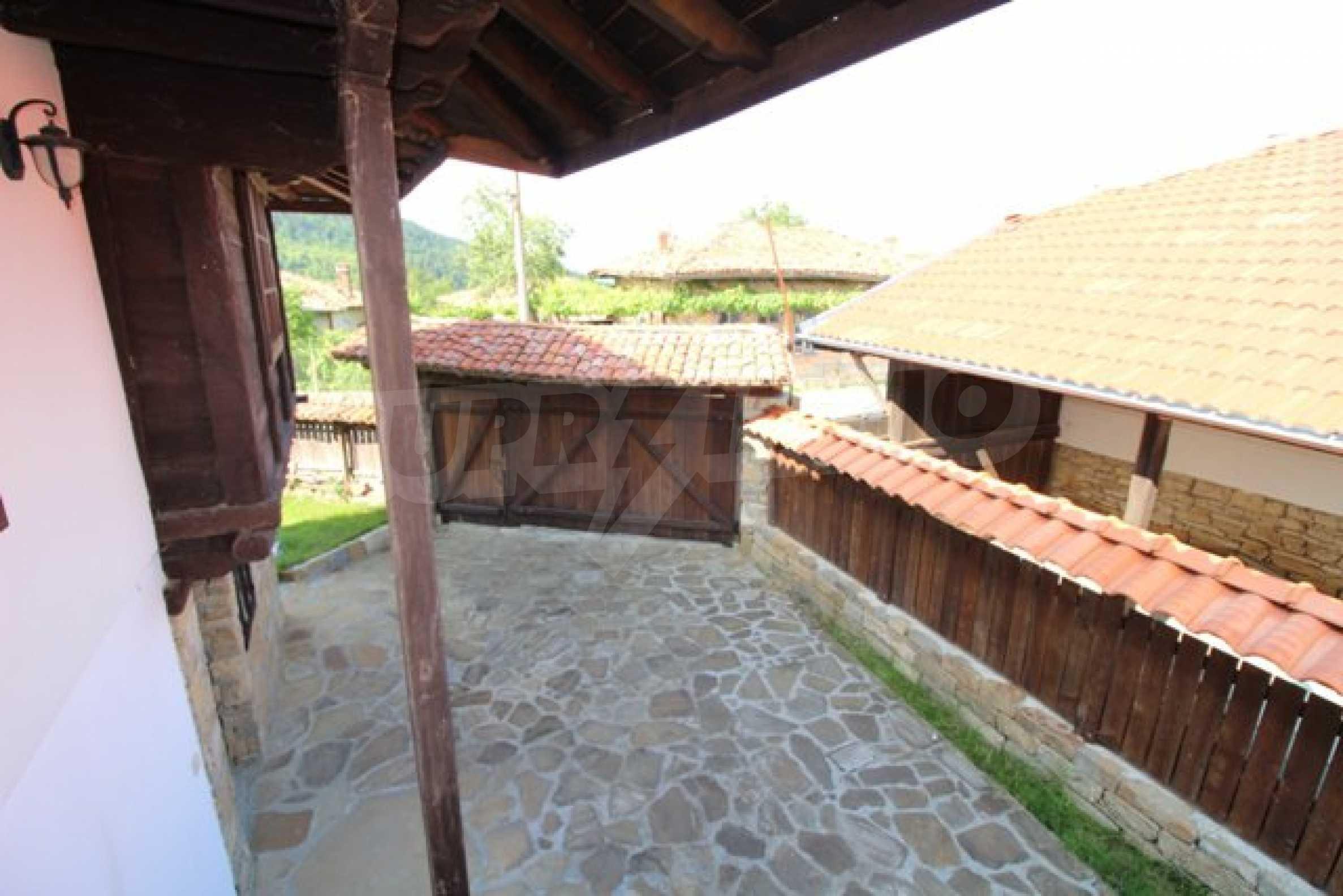 Реновирана Възрожденска къща с двор само на 9 км от град Елена  55