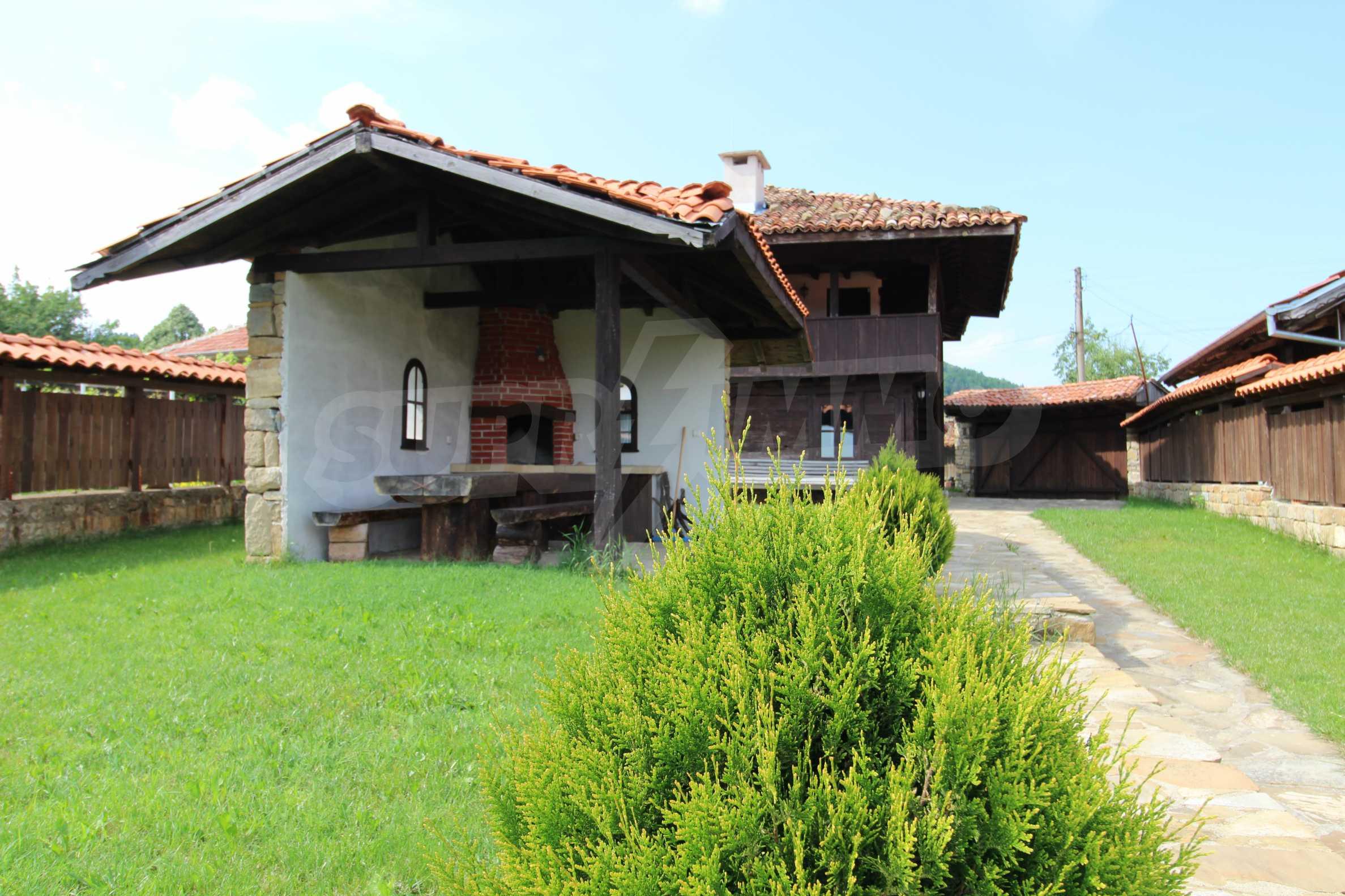 Реновирана Възрожденска къща с двор само на 9 км от град Елена  6
