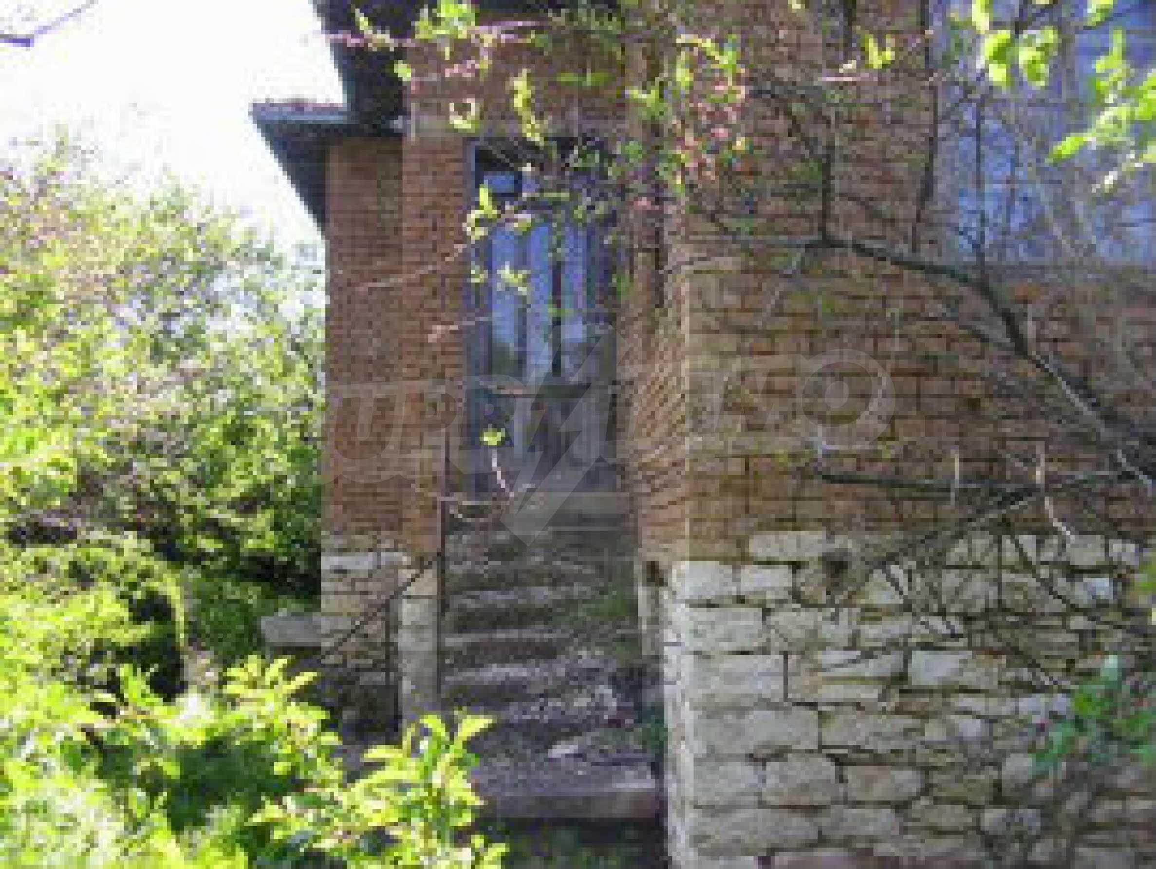 Zweistöckiges Landhaus mit großem Garten 1