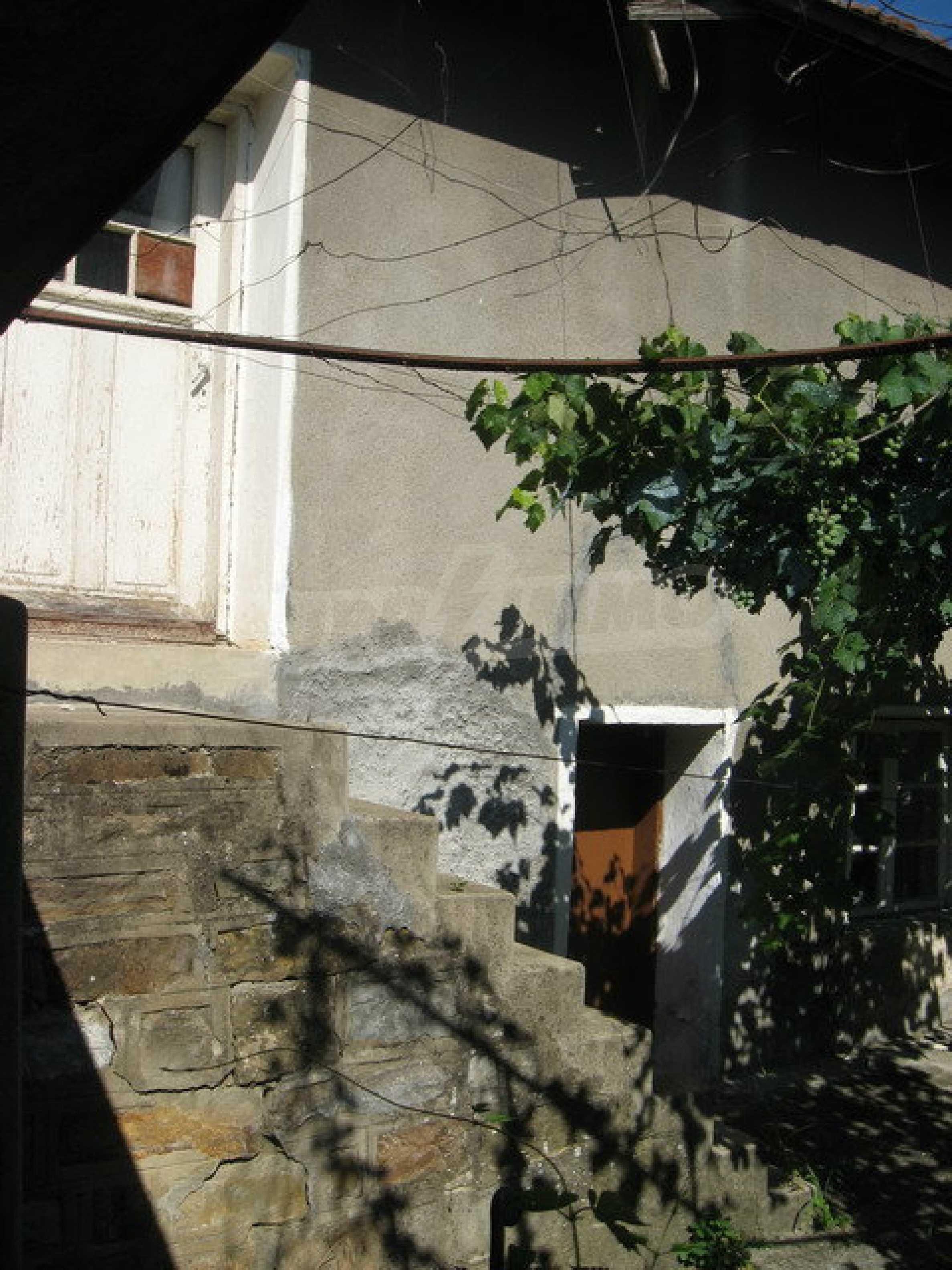 Кирпичный дом в деревне недалеко от Велико Тырново 10