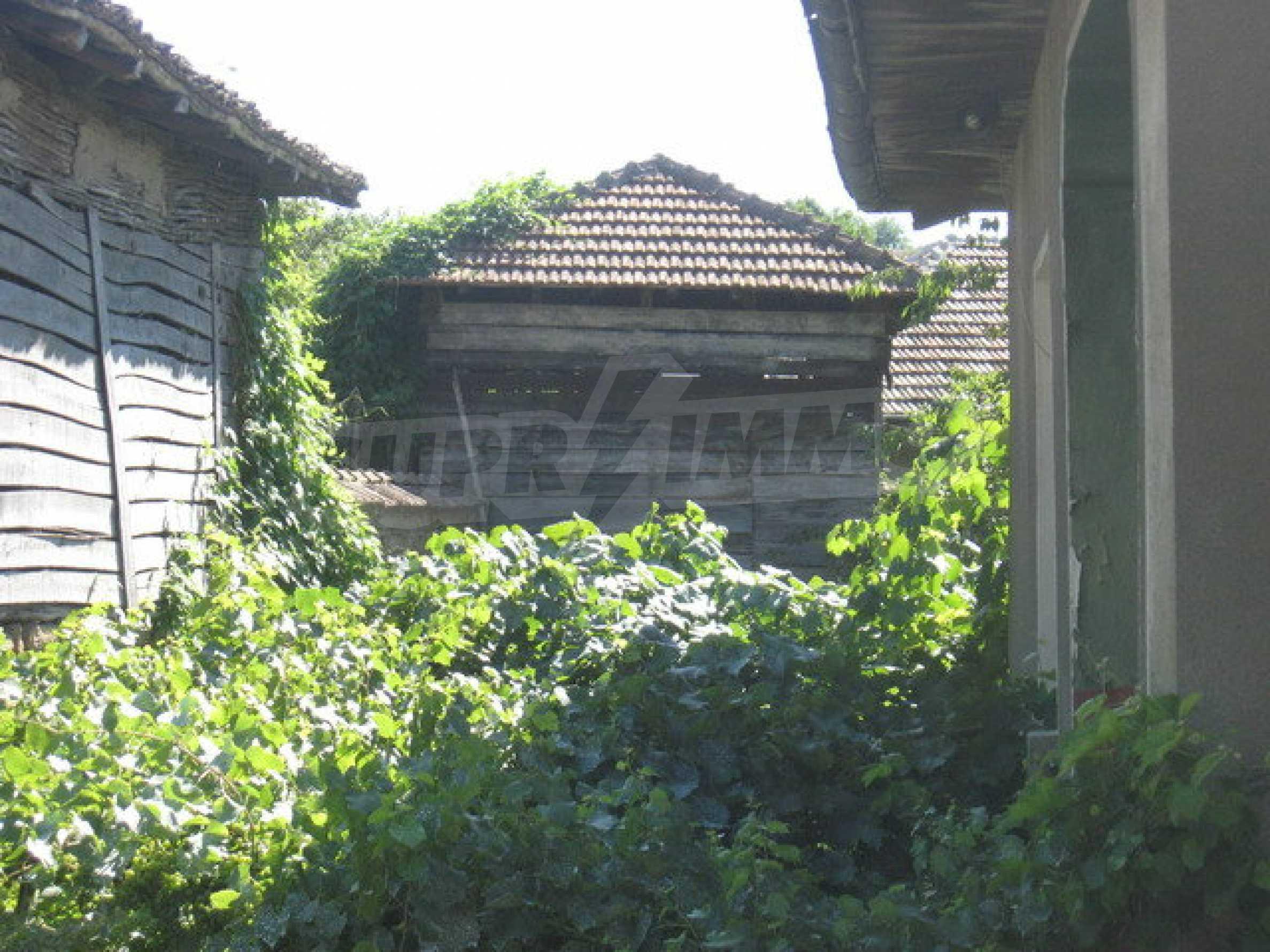 Кирпичный дом в деревне недалеко от Велико Тырново 17