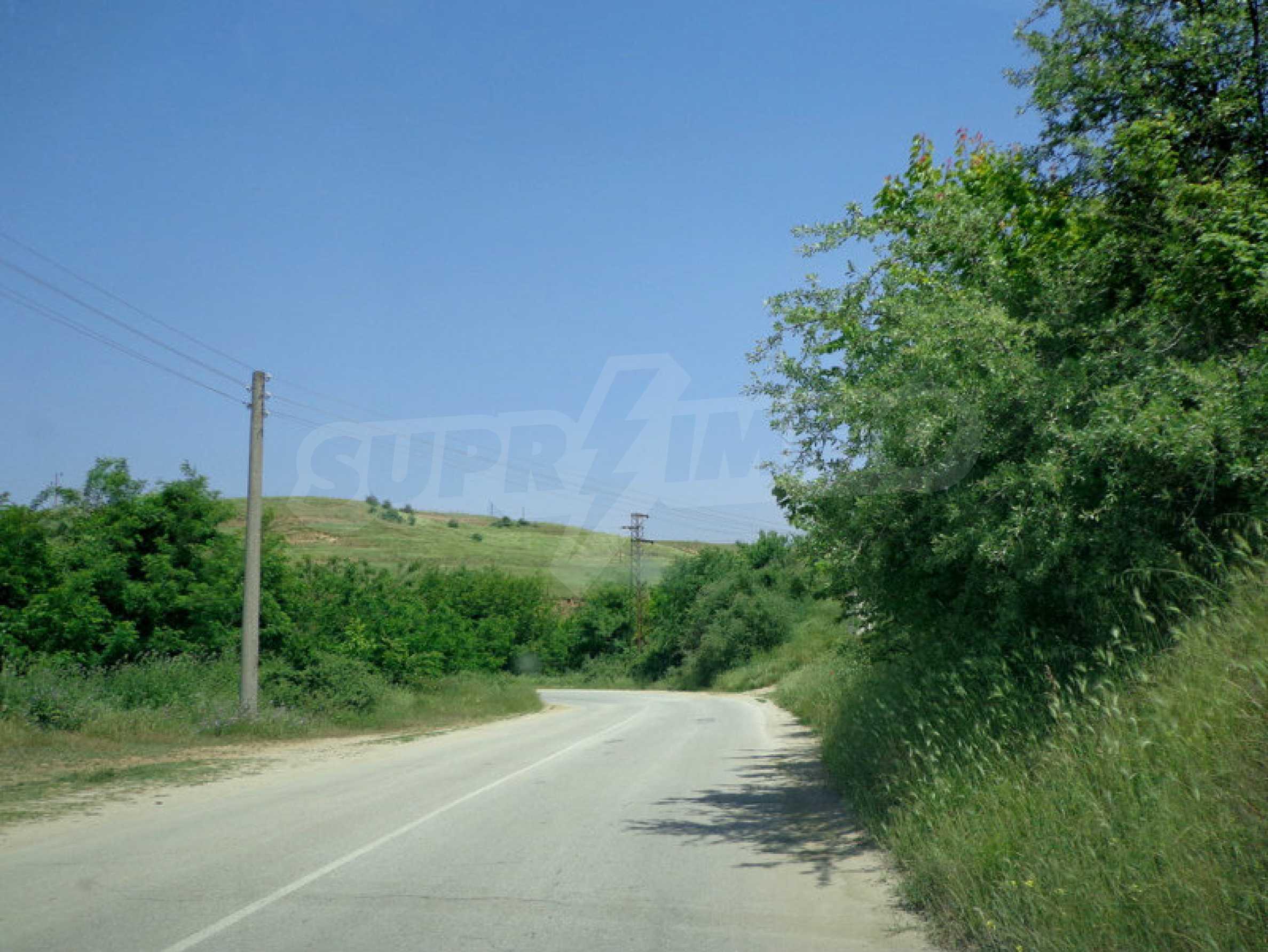 Grundstück zum Verkauf in einem malerischen Dorf 12 km von Sandanski entfernt 9