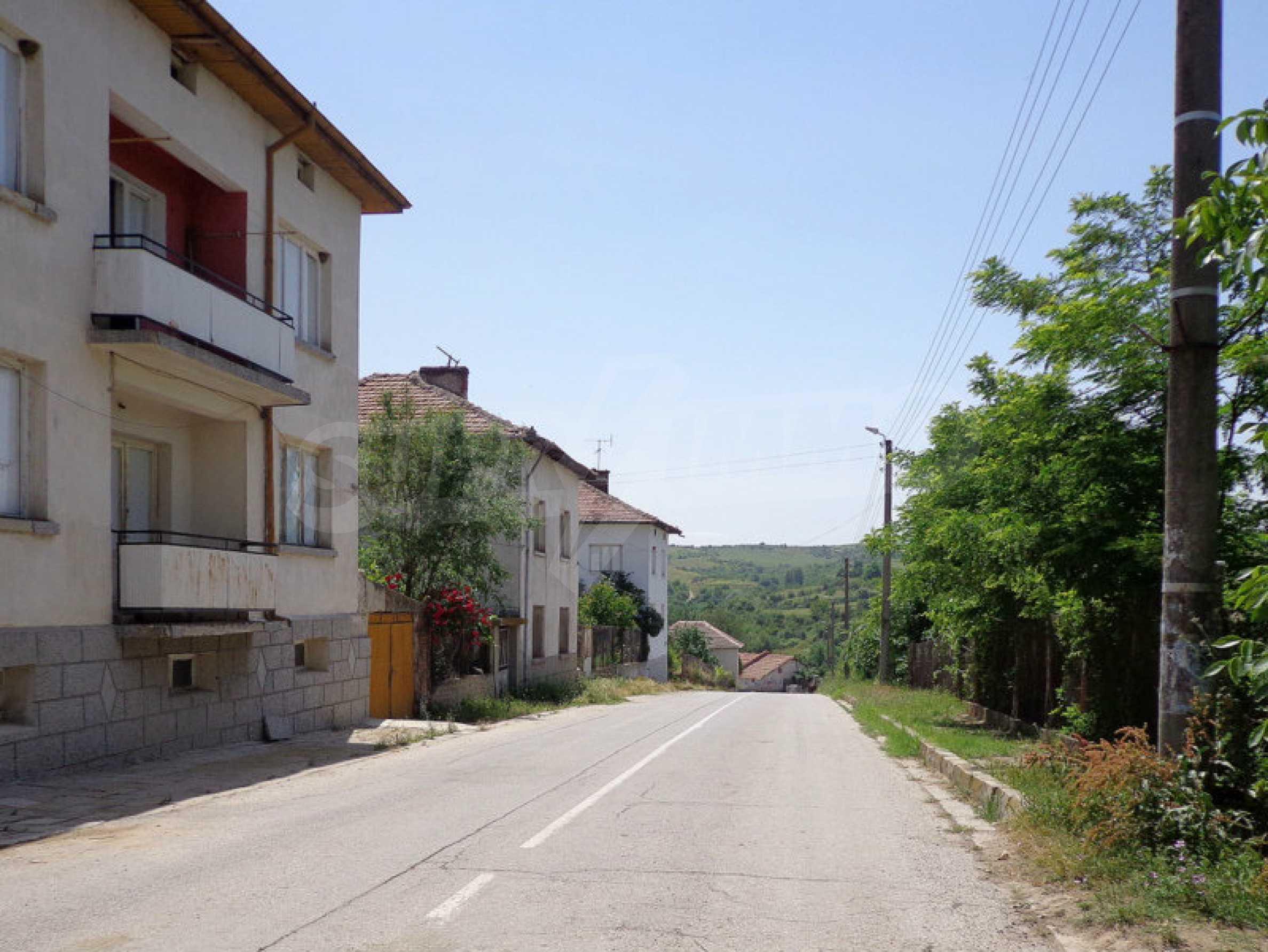 Grundstück zum Verkauf in einem malerischen Dorf 12 km von Sandanski entfernt 7
