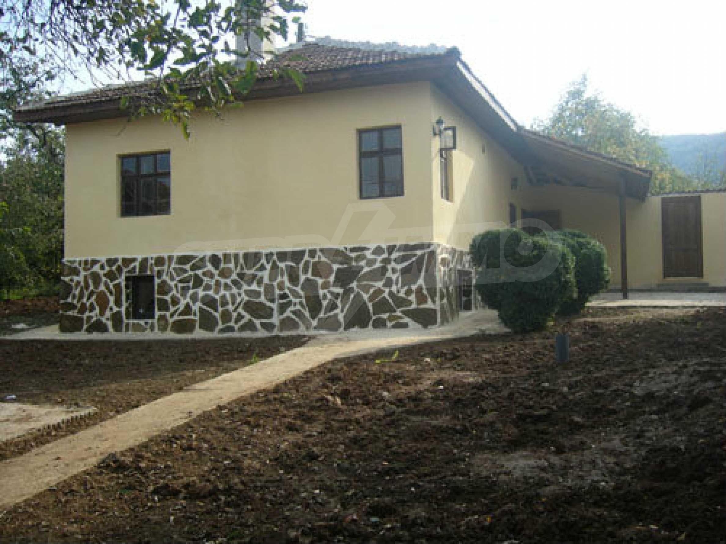 Renoviertes zweistöckiges Haus auf dem Balkan, 30 km von Veliko Tarnovo entfernt