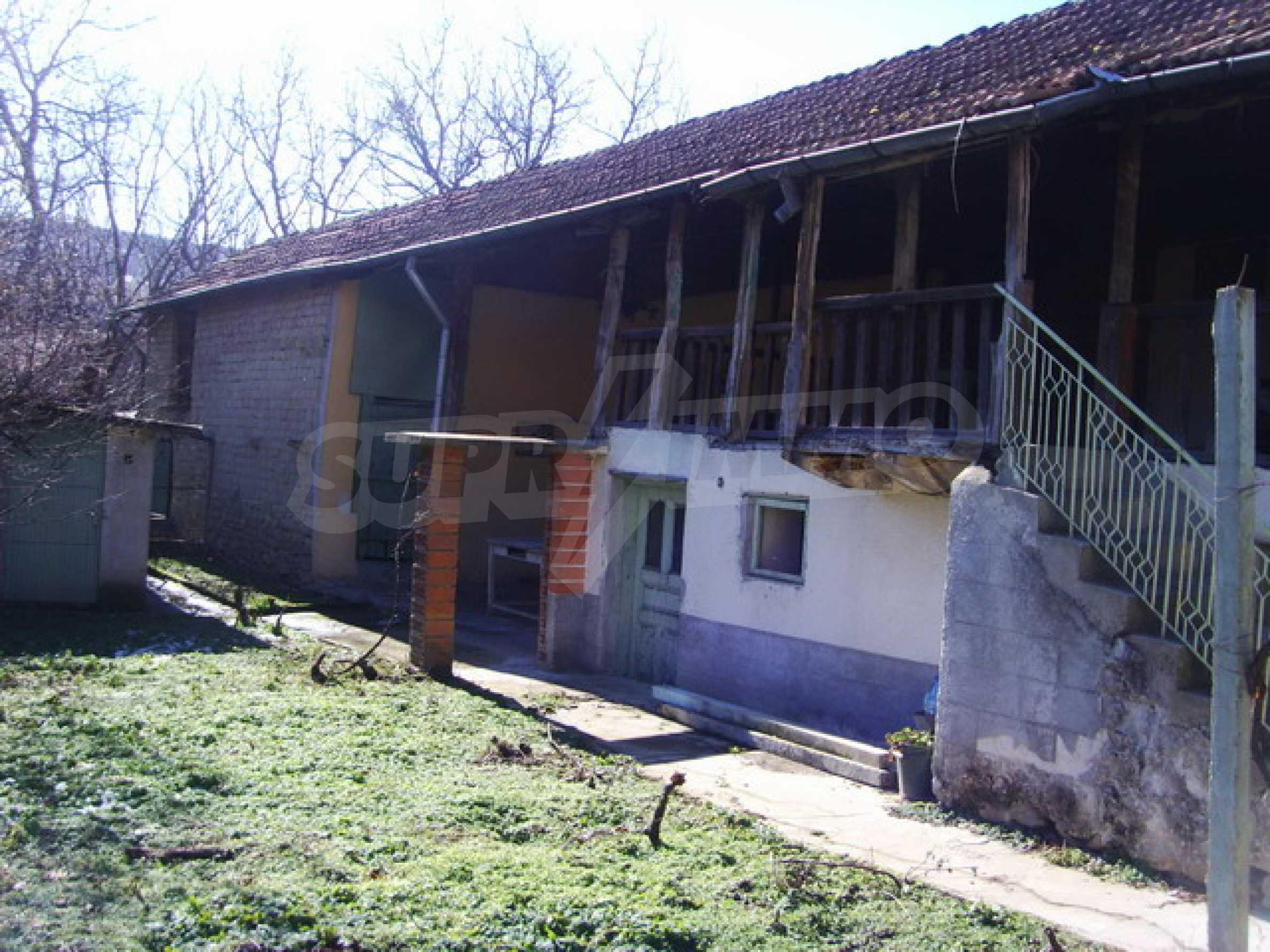 Къща в село близо до язовир Стамболийски 1