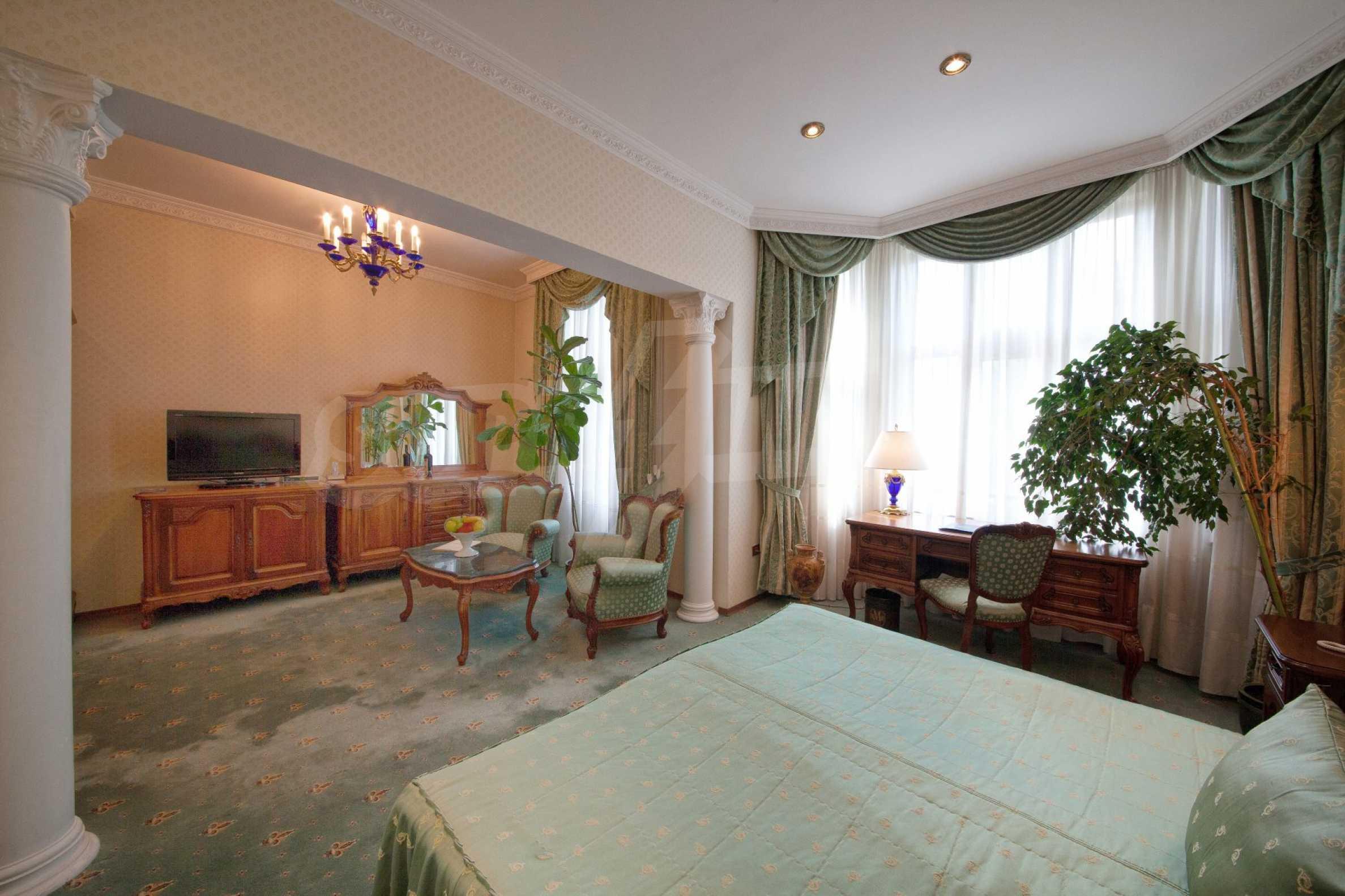 Fünf-Sterne-Hotel 10