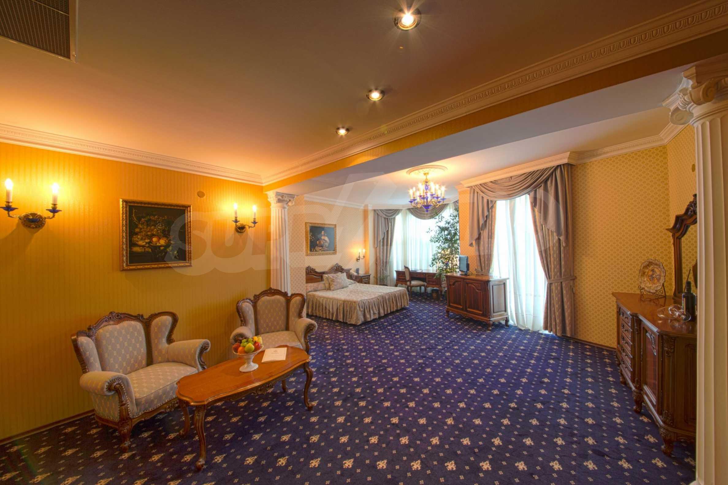 Fünf-Sterne-Hotel 12