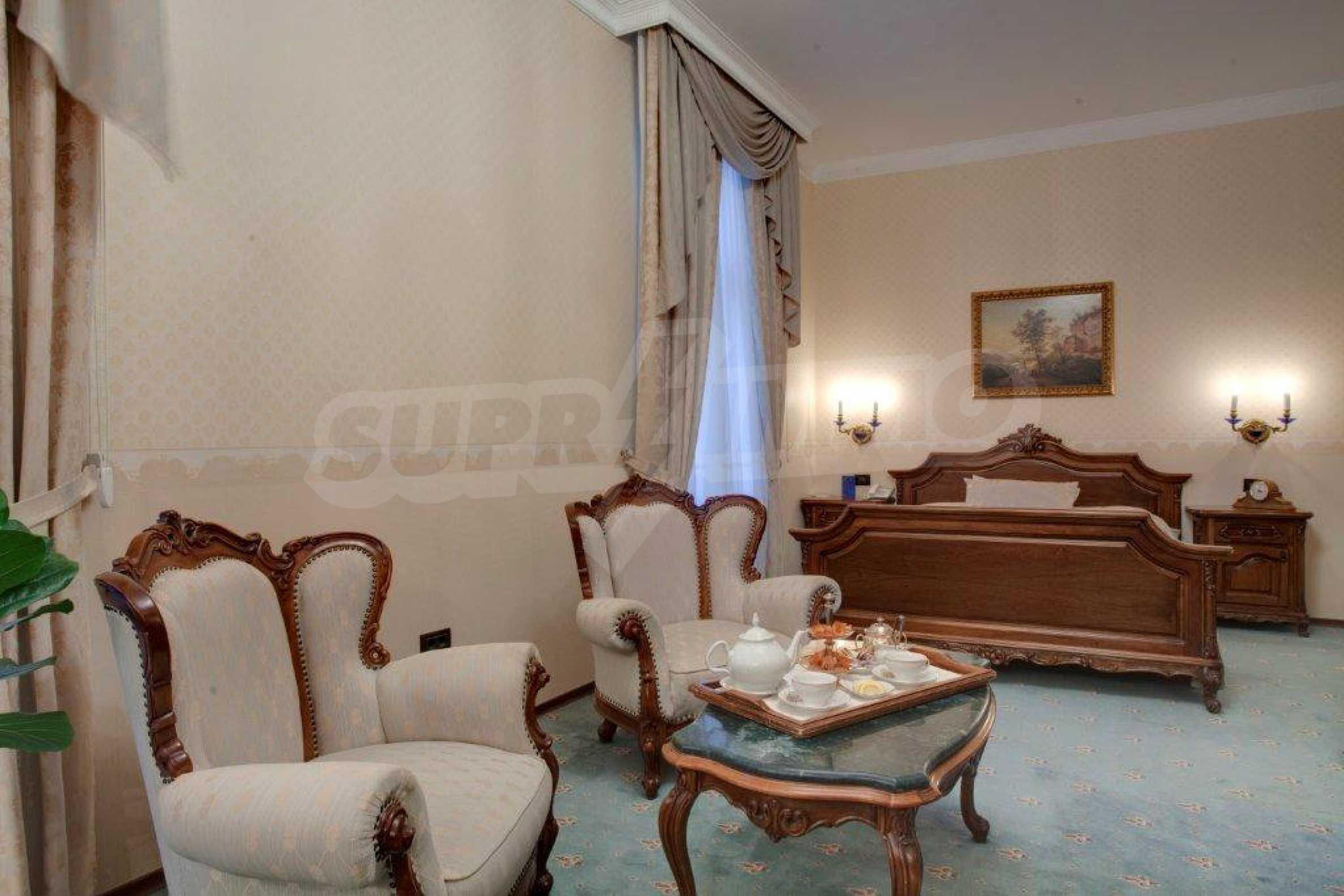 Fünf-Sterne-Hotel 6