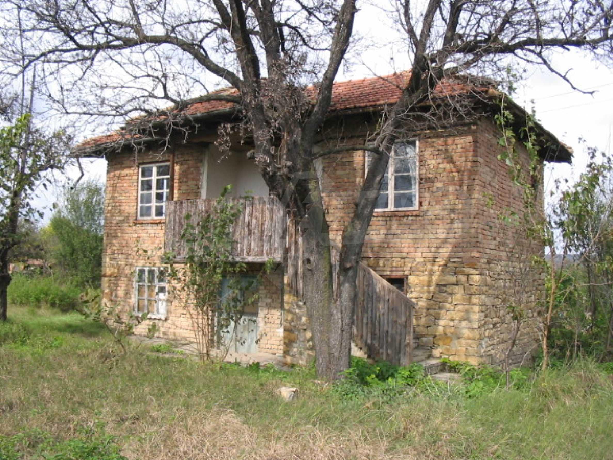 Къща на два етажа на страхотна цена 1