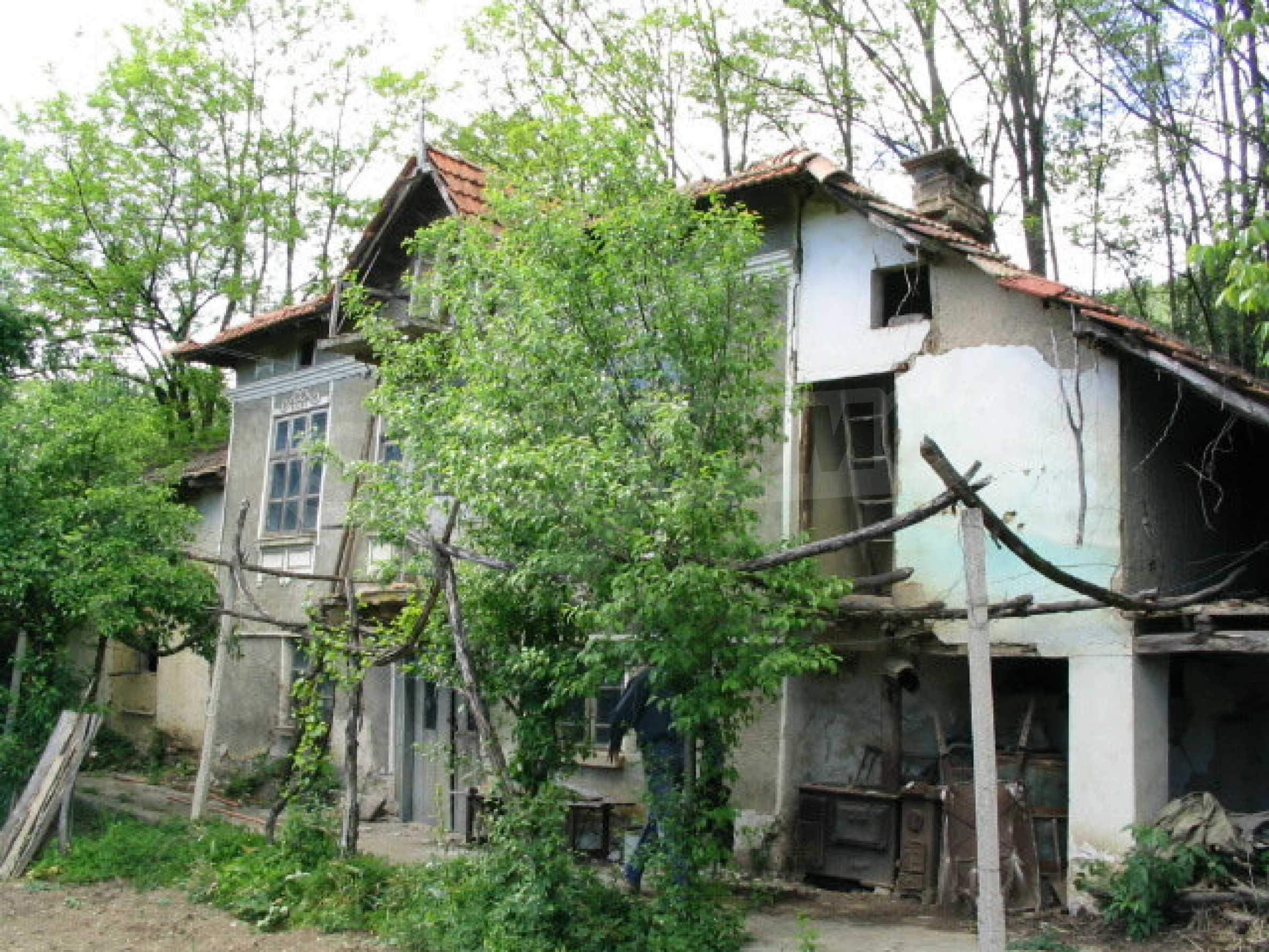 Zweistöckiges Haus zur Renovierung im Dorf Jemen 2