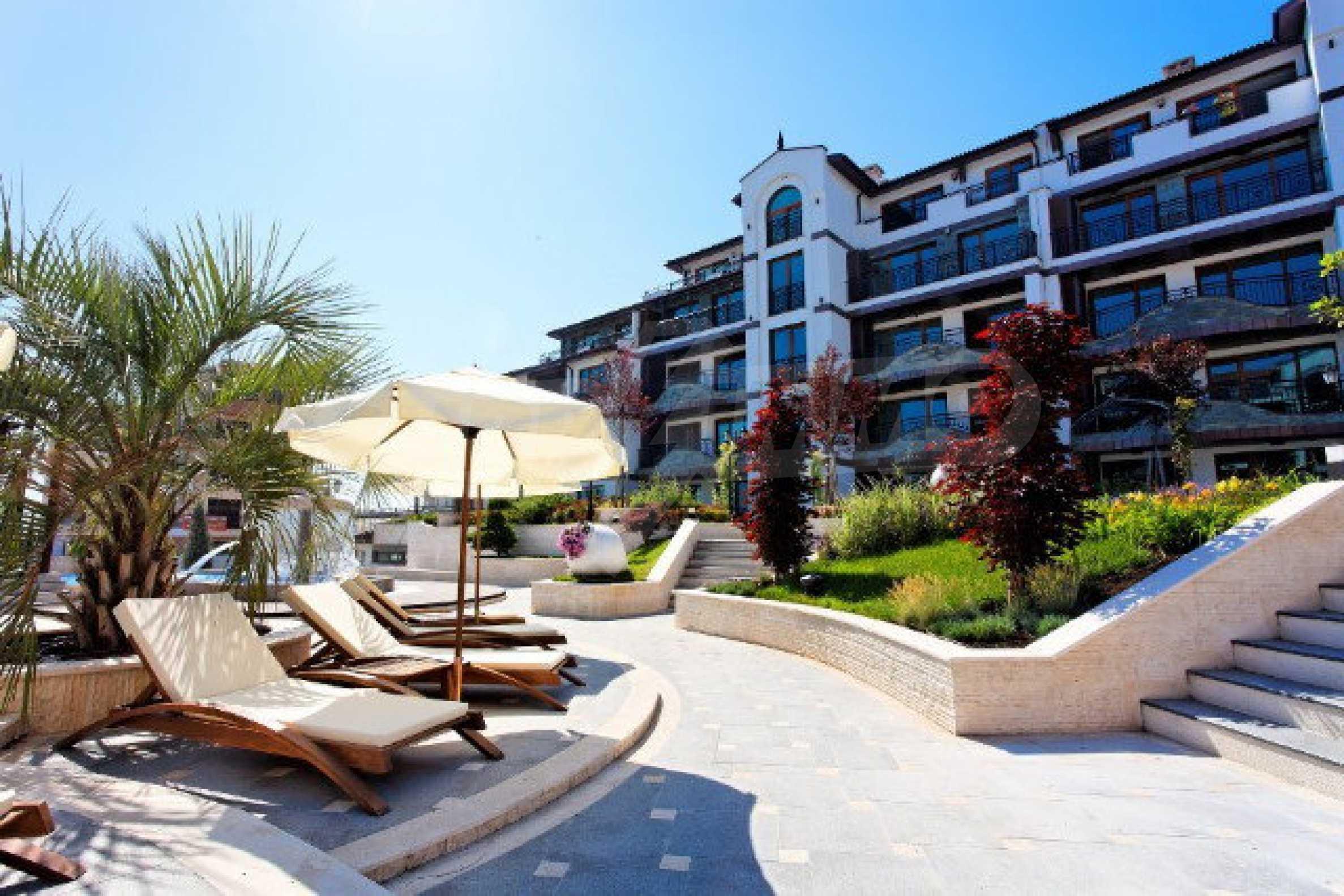 Апартаменти различни типове на метри от плажа 12