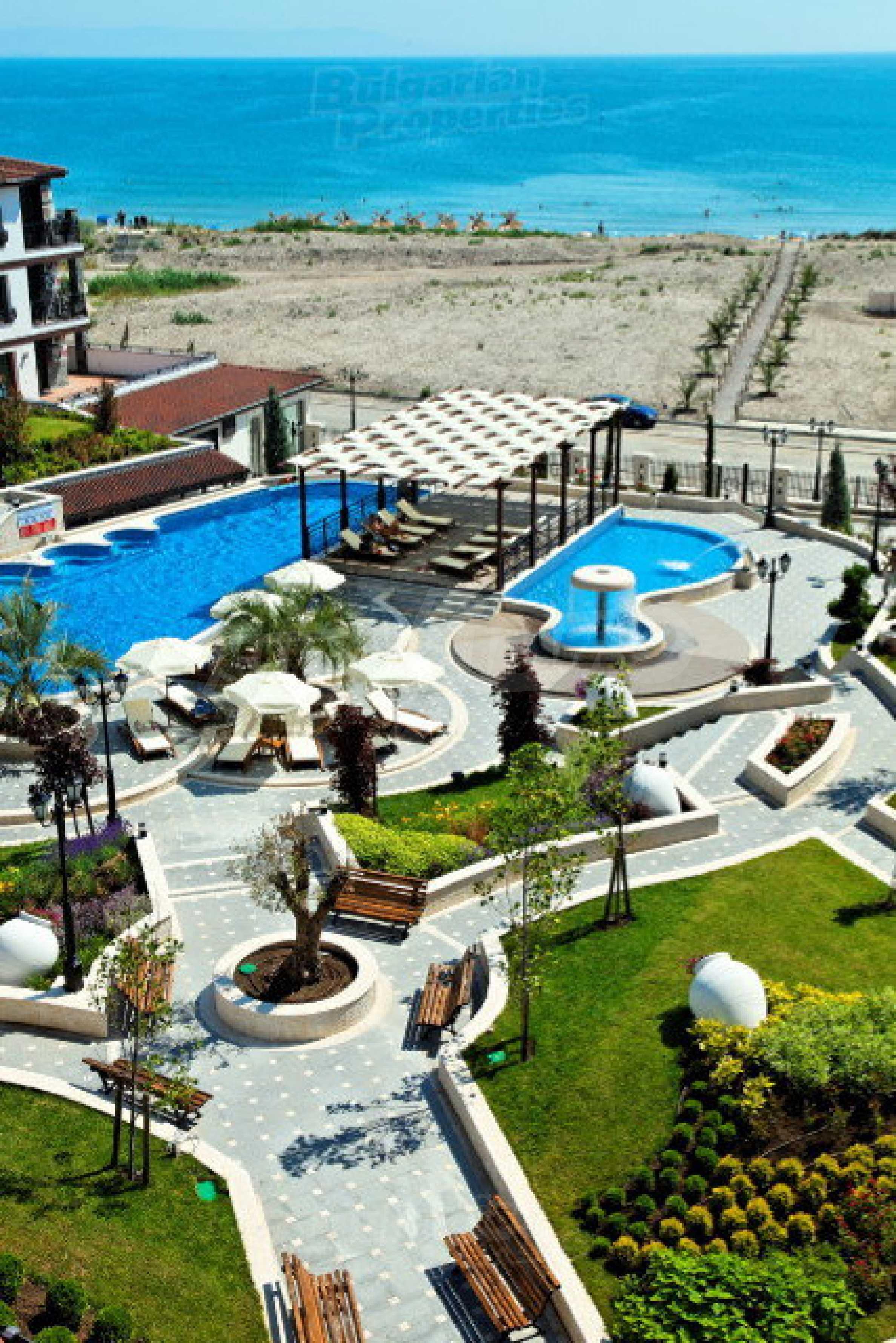 Апартаменти различни типове на метри от плажа 50