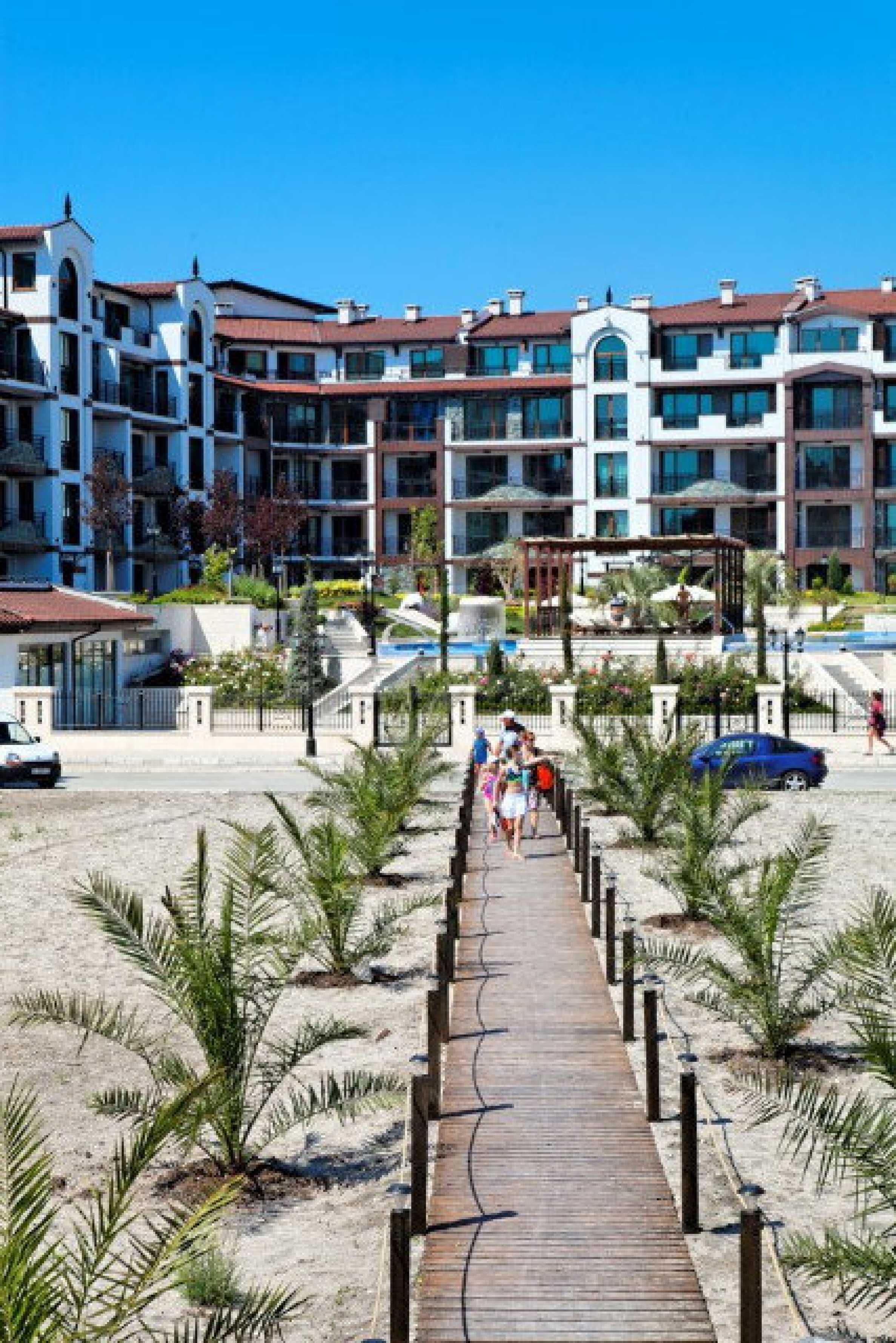 Апартаменти различни типове на метри от плажа 11