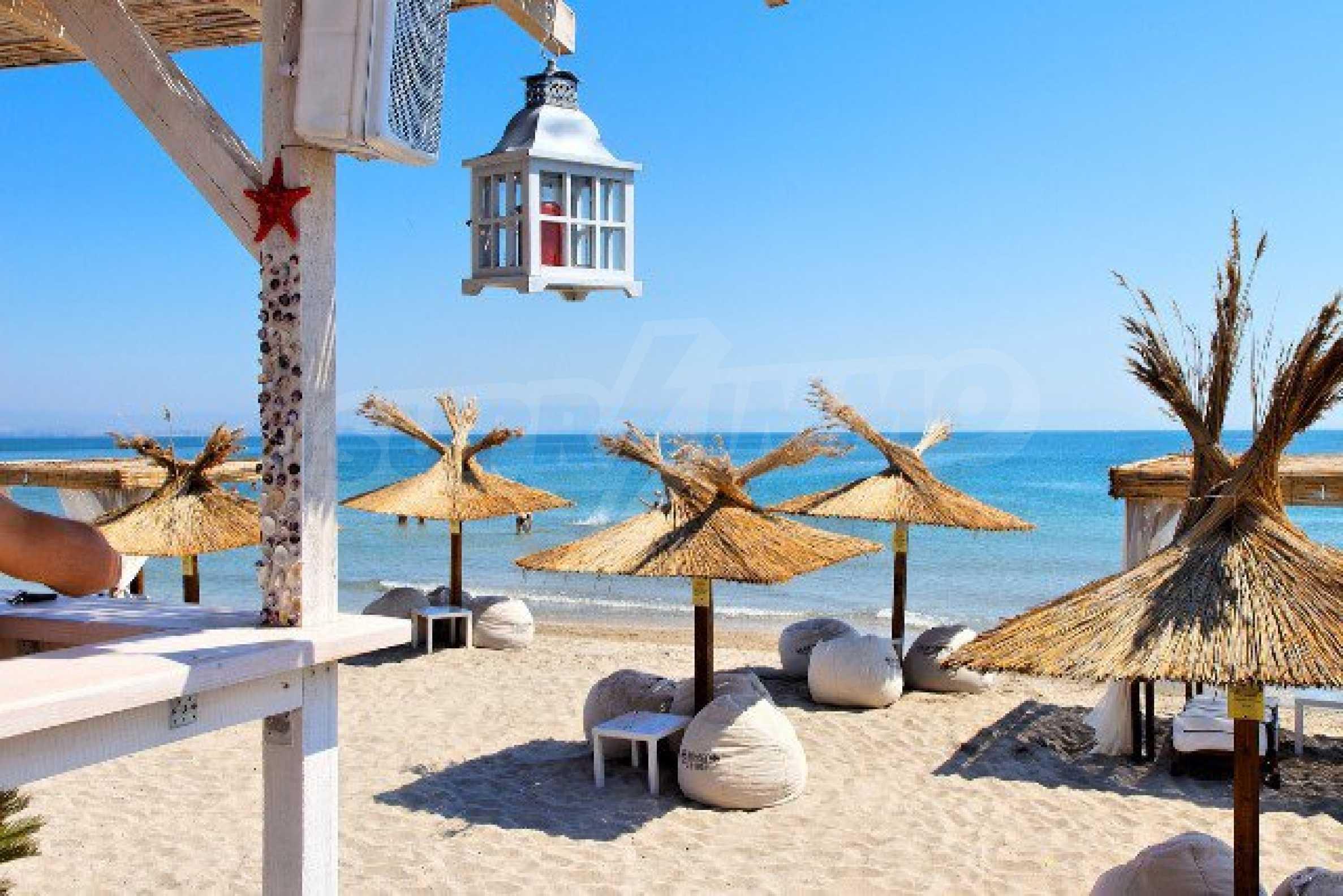 Апартаменти различни типове на метри от плажа 57