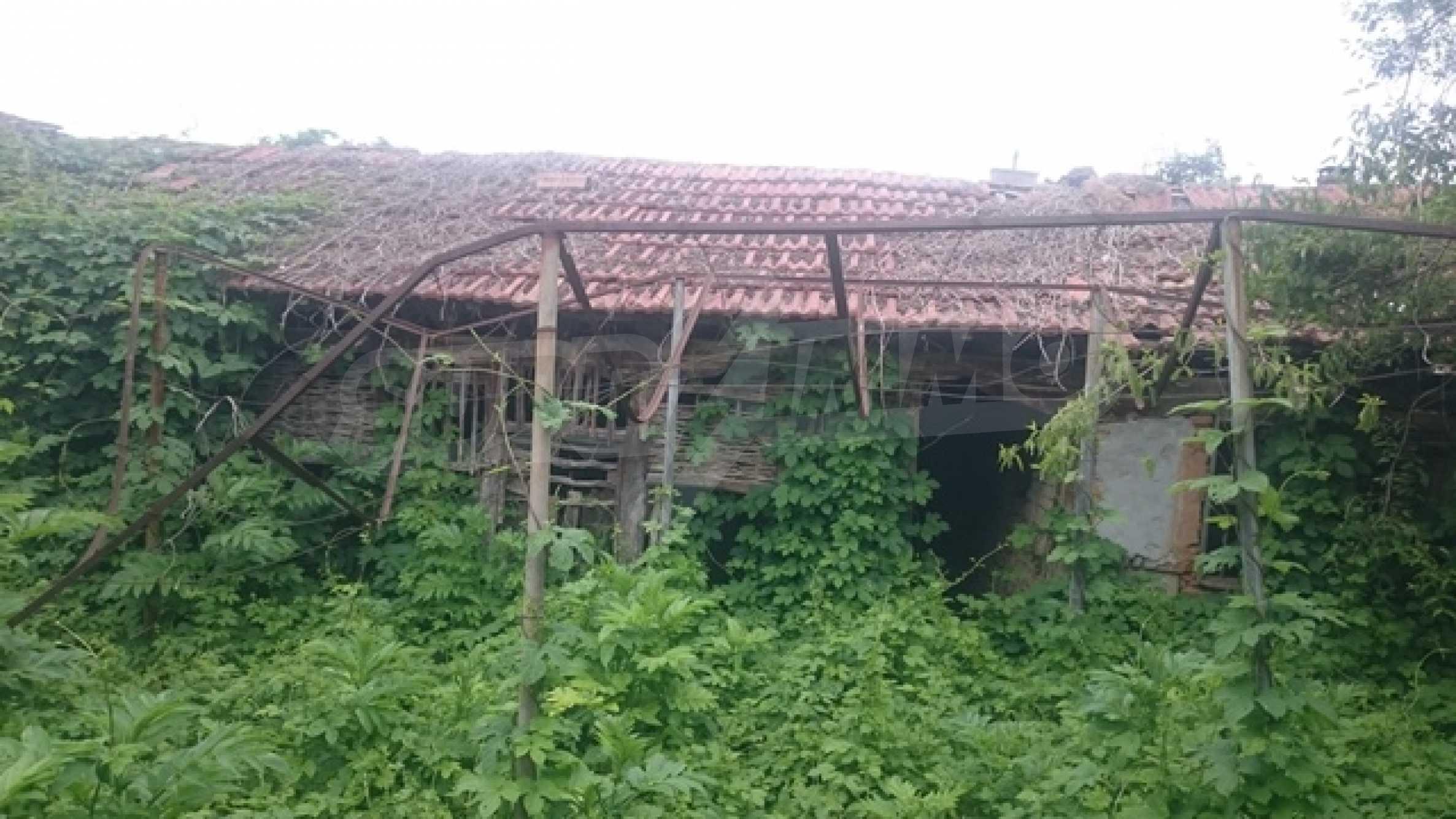 Двуетажна каменна къща в полите на Стара планина 25
