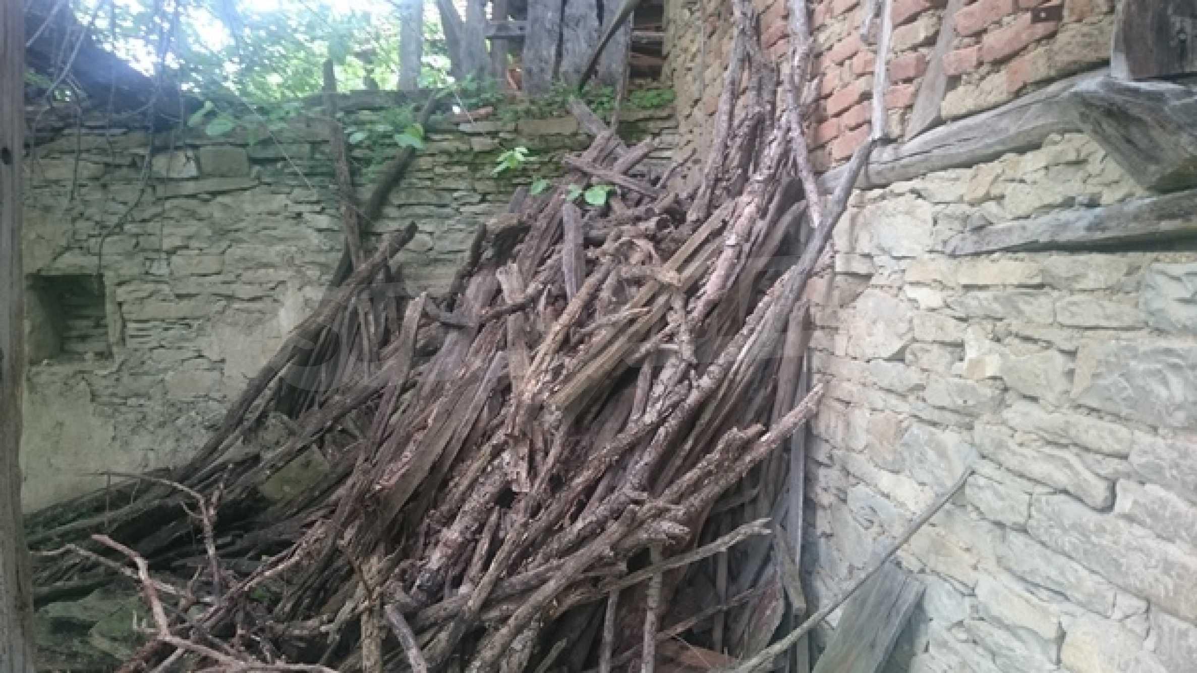 Двуетажна каменна къща в полите на Стара планина 31