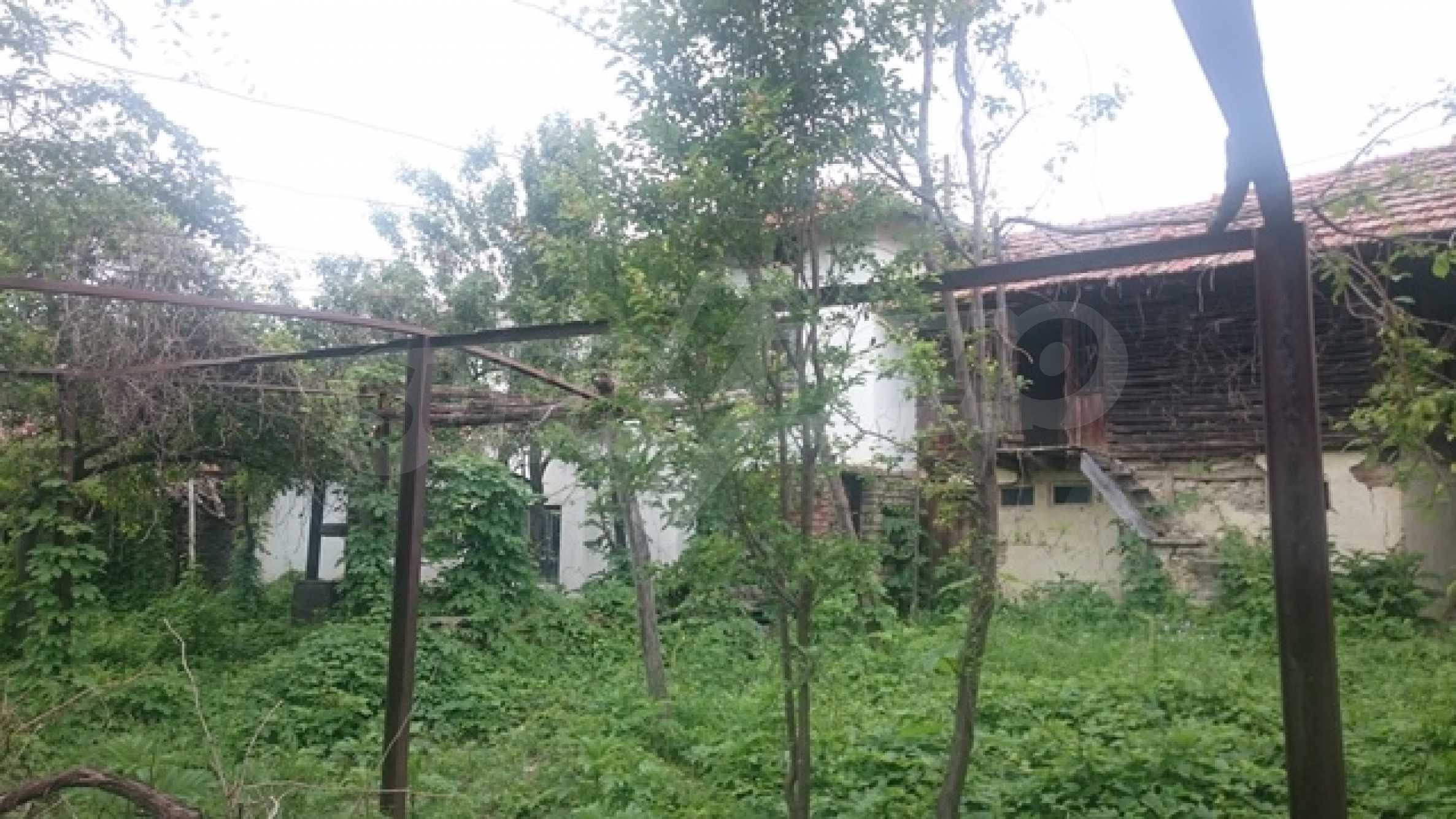 Двуетажна каменна къща в полите на Стара планина 35