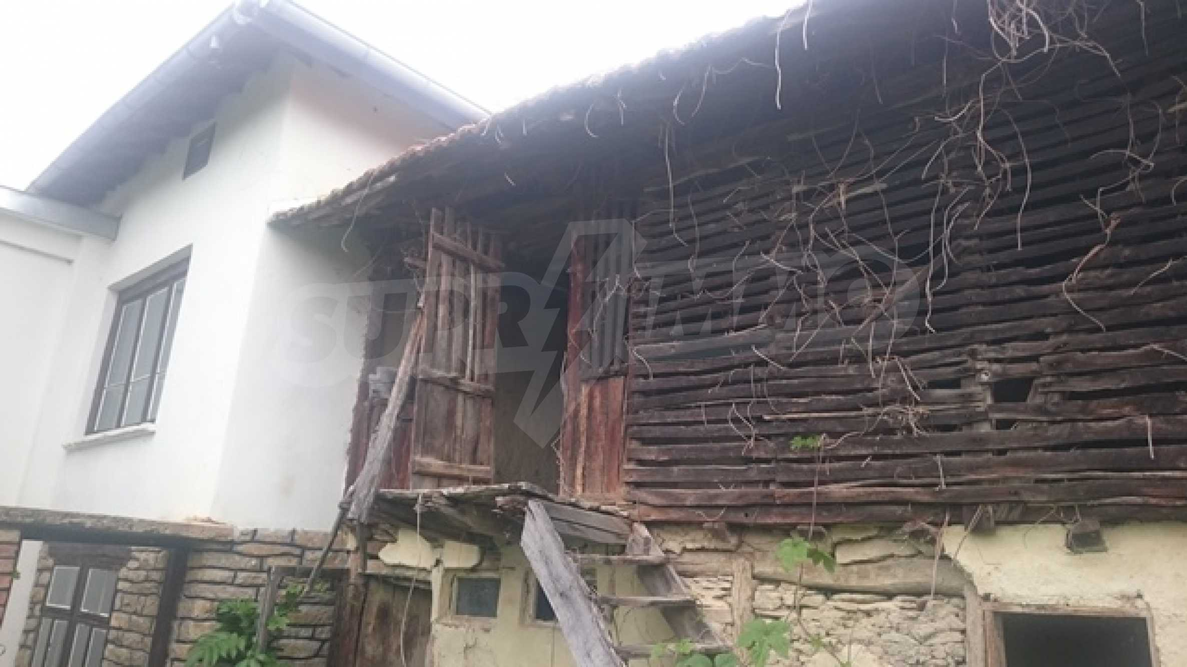 Двуетажна каменна къща в полите на Стара планина 4
