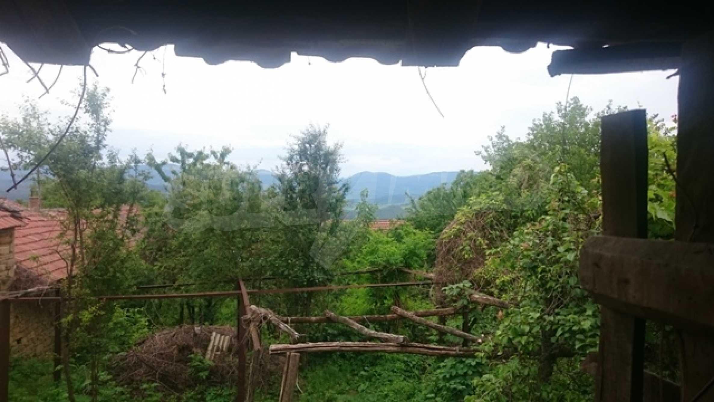 Двуетажна каменна къща в полите на Стара планина 7