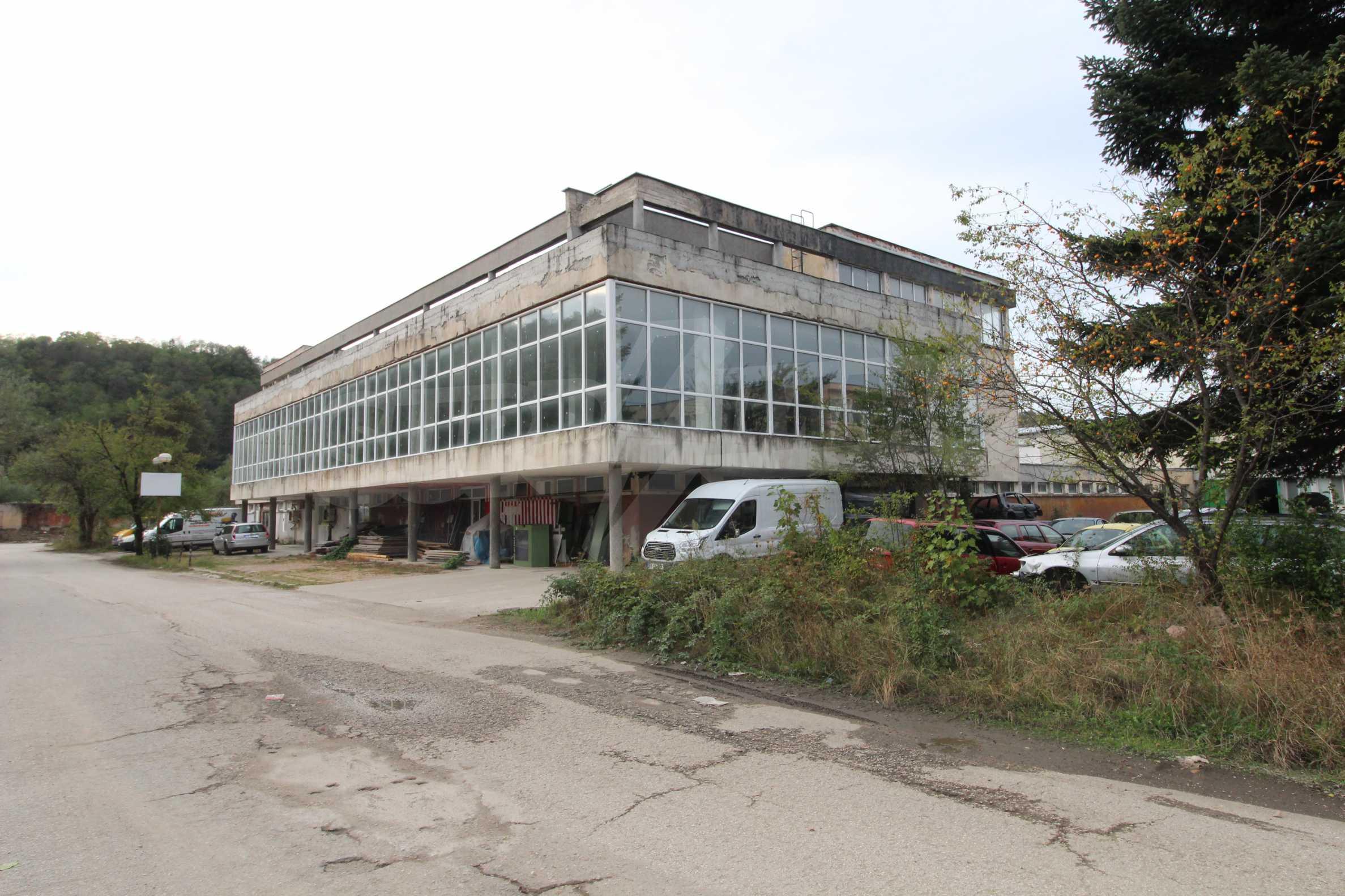 Част от промишлена сграда в град Габрово под наем 8