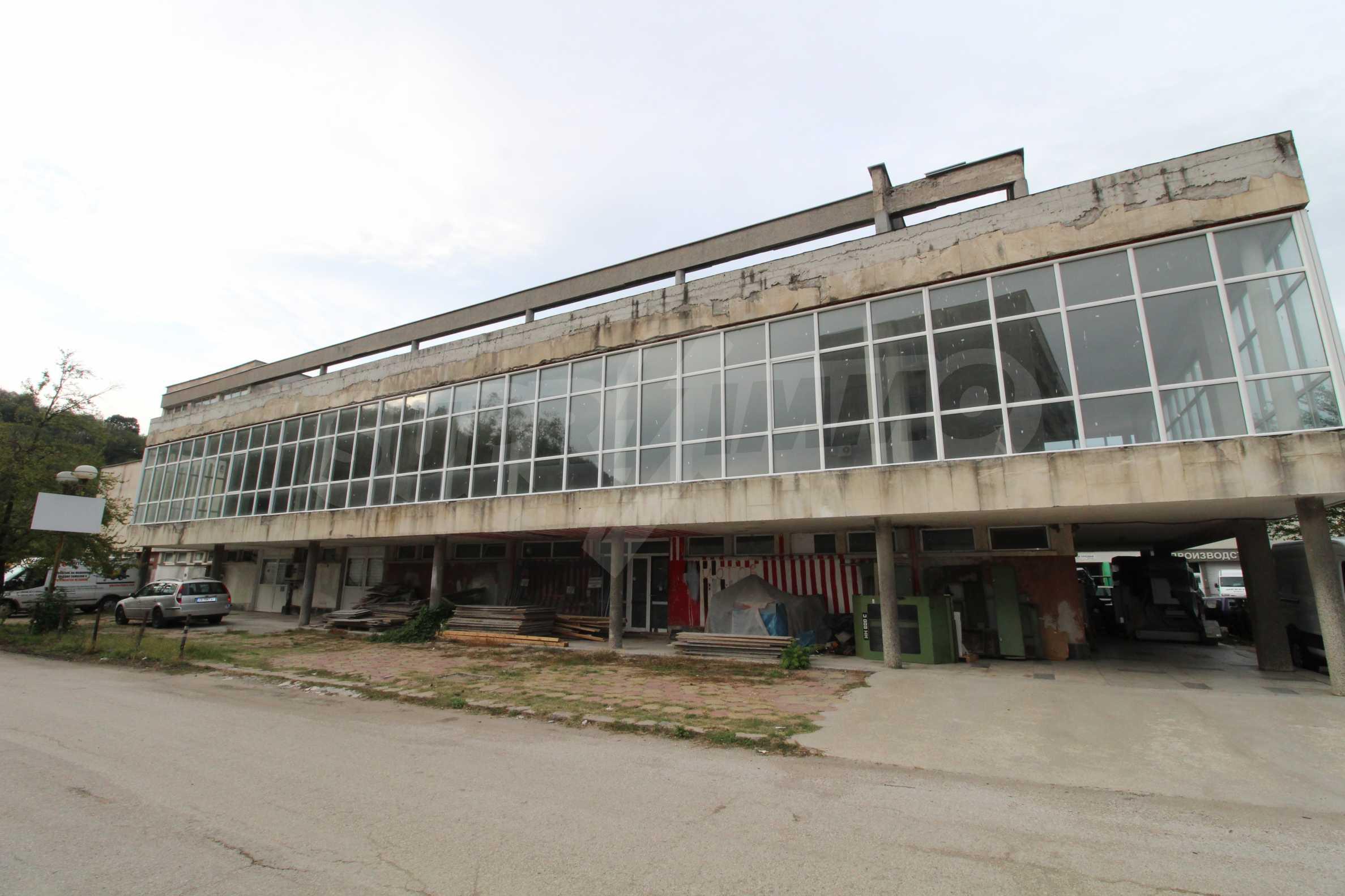 Част от промишлена сграда в град Габрово под наем 2