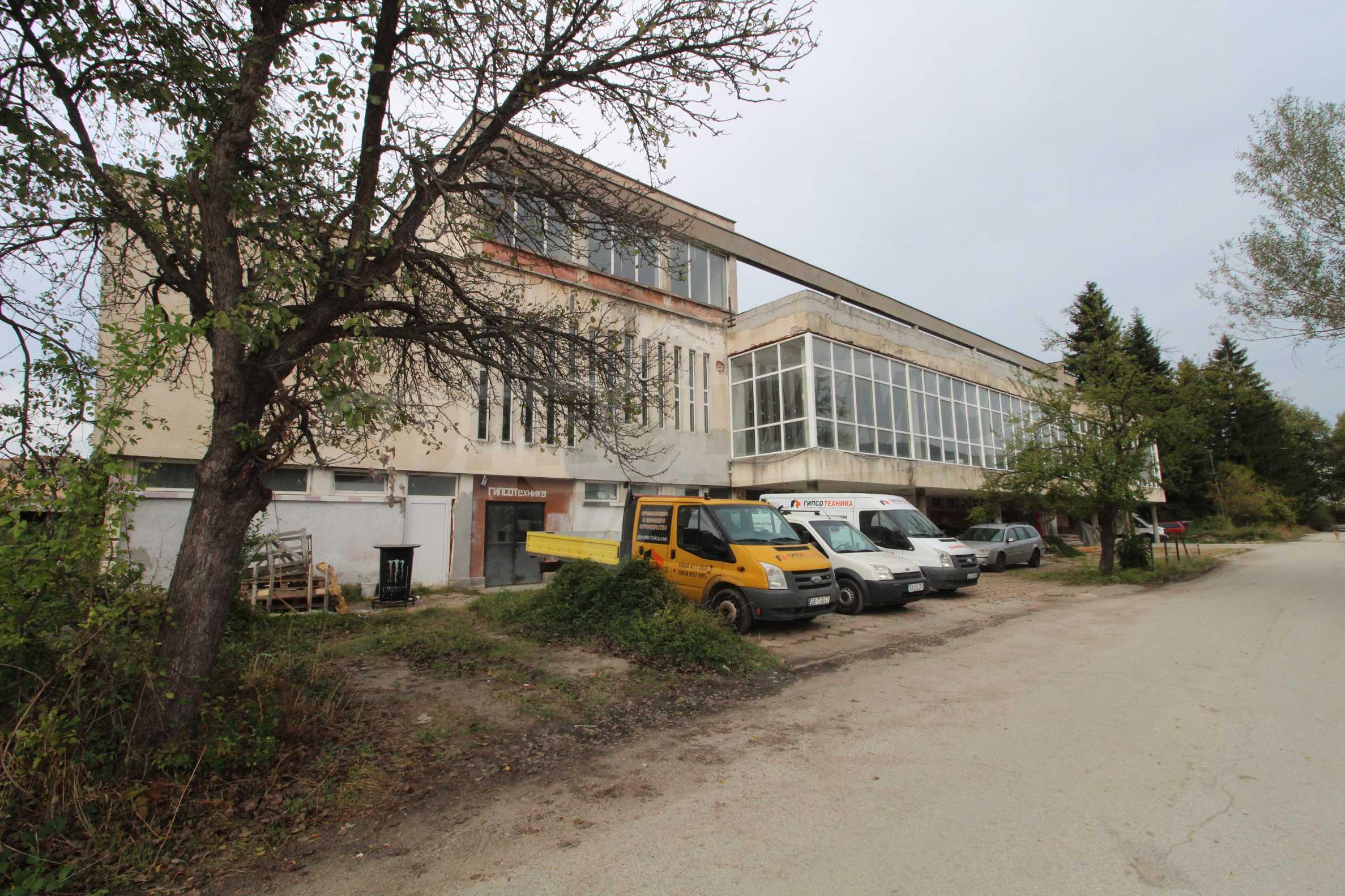 Част от промишлена сграда в град Габрово под наем 3