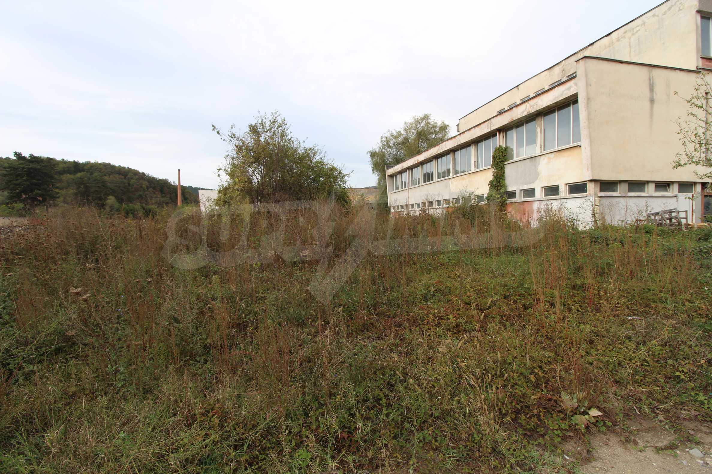 Част от промишлена сграда в град Габрово под наем 4