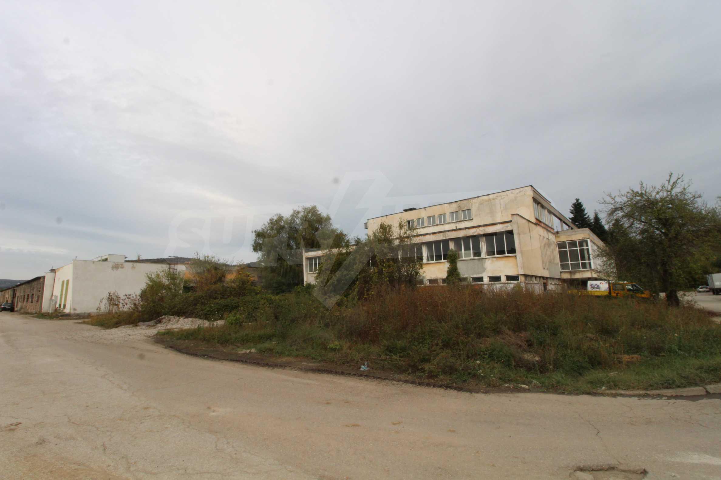Част от промишлена сграда в град Габрово под наем 5
